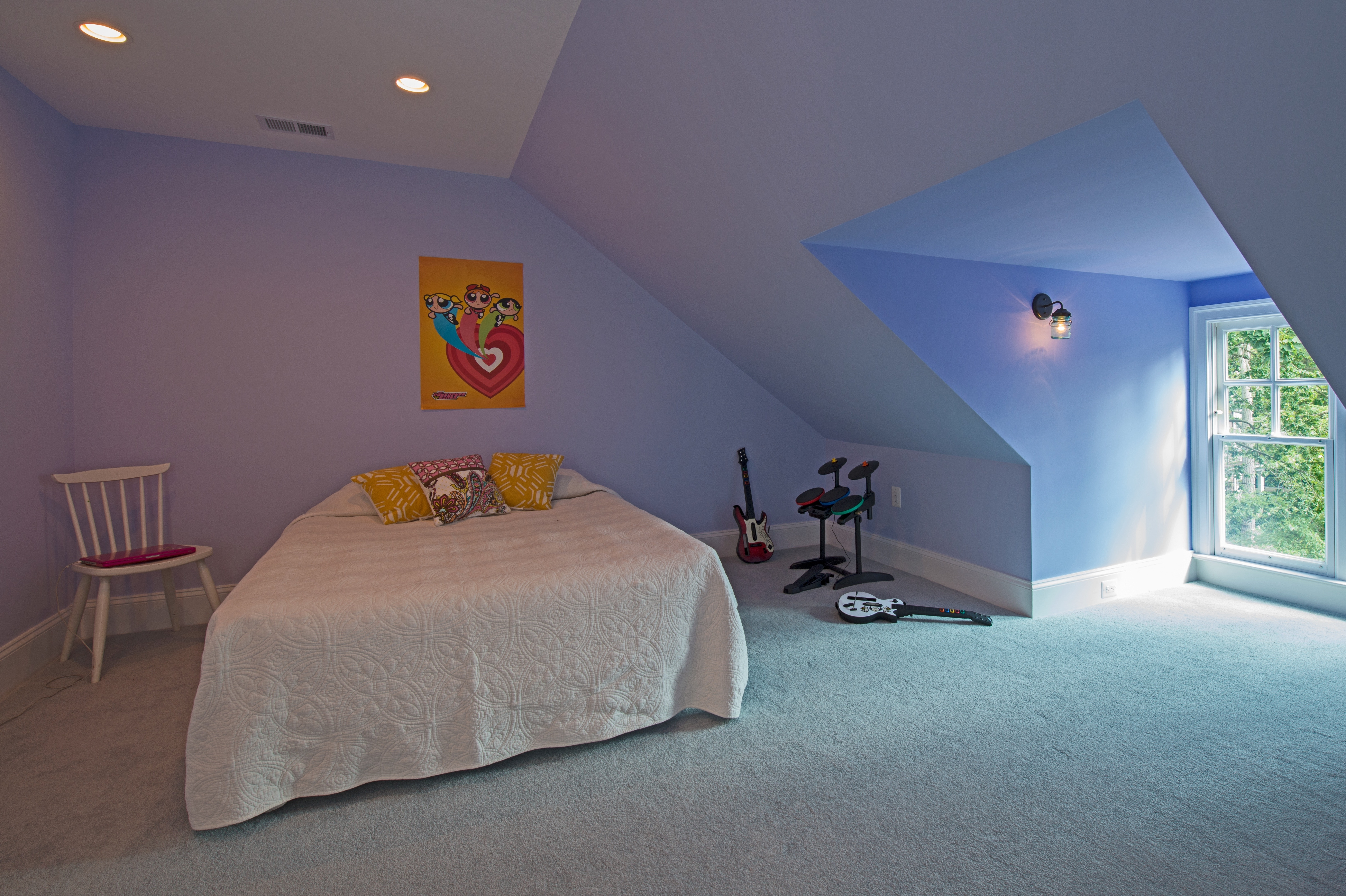 Cute And Cozy Attic Bedroom For Children (Image 9 of 23)