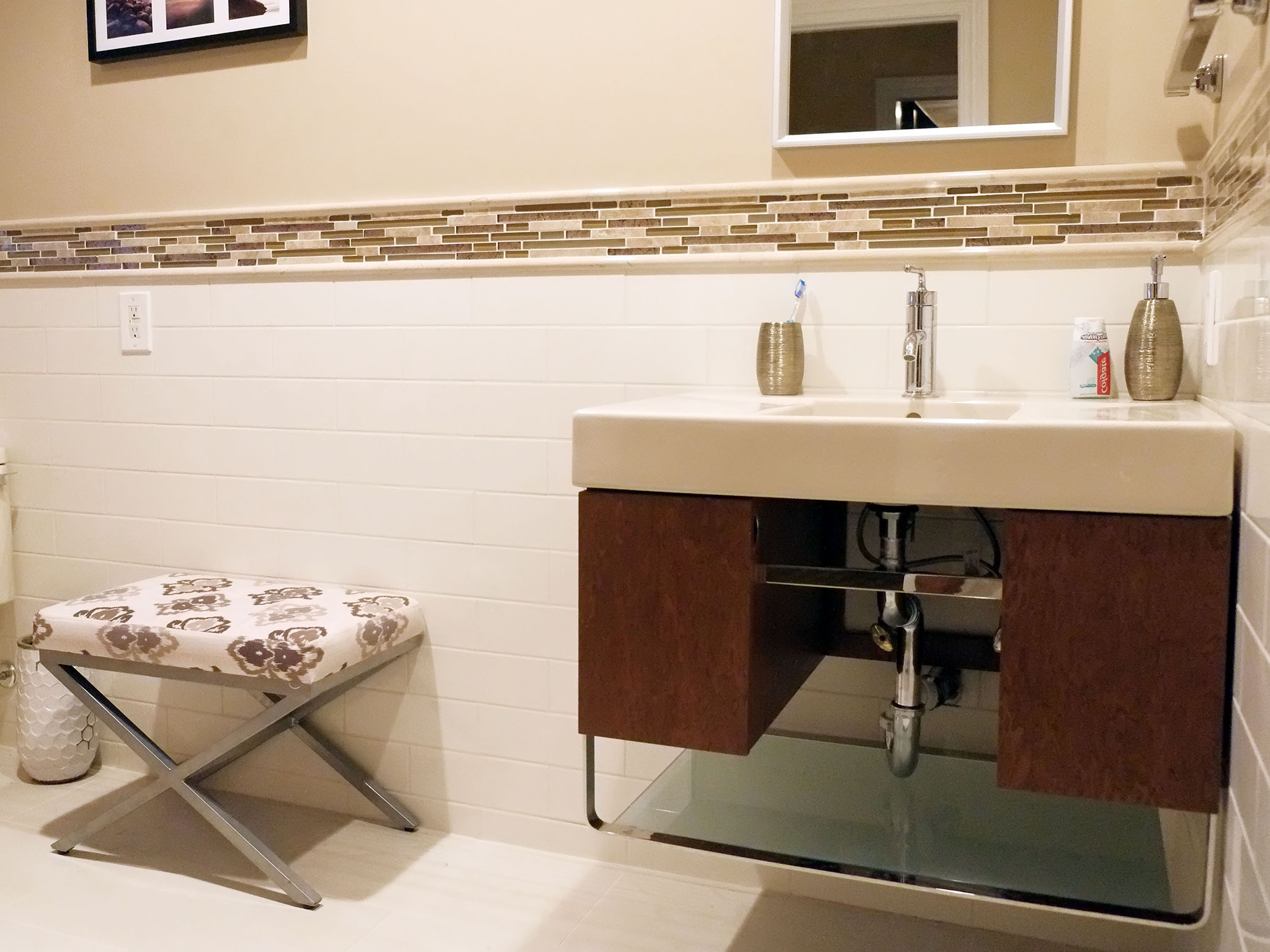 Floating Wood Vanity Furniture For Modern Apartment Bathroom (View 6 of 18)