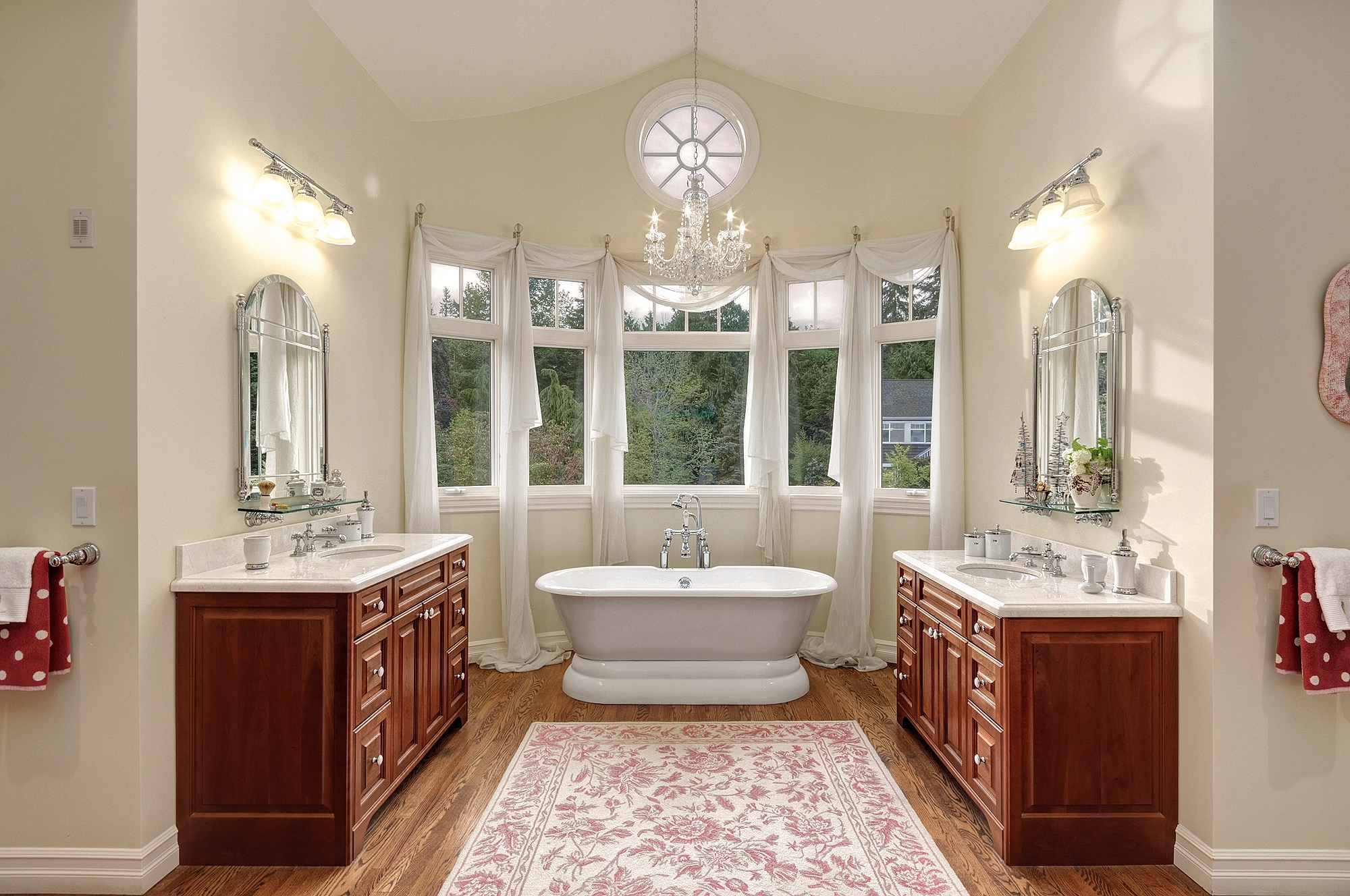 Glamorous And Functional Classic Bathroom Interior With Soaking Tub (Image 22 of 29)