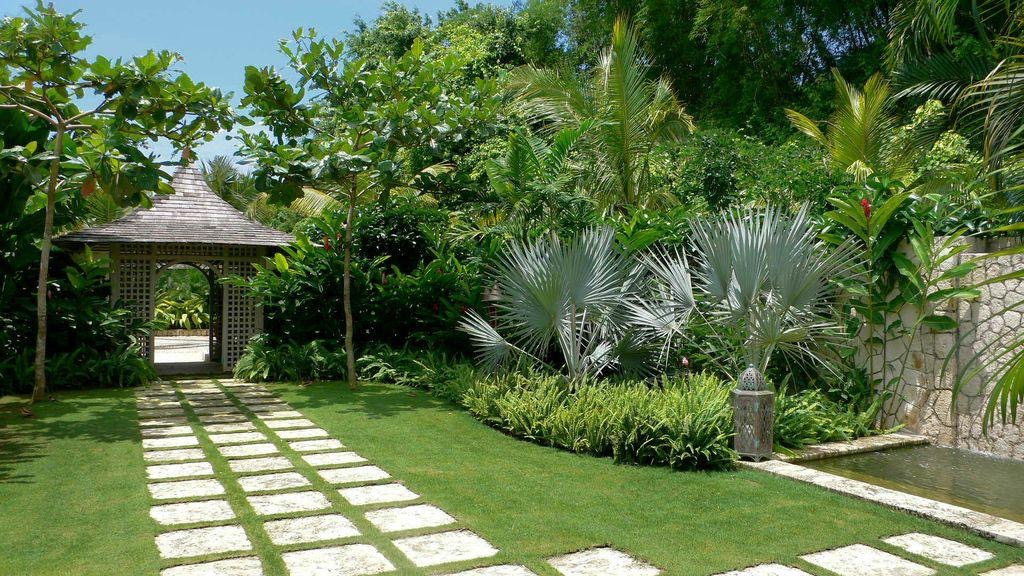 Hot Style Tropical Home Garden (Image 8 of 26)