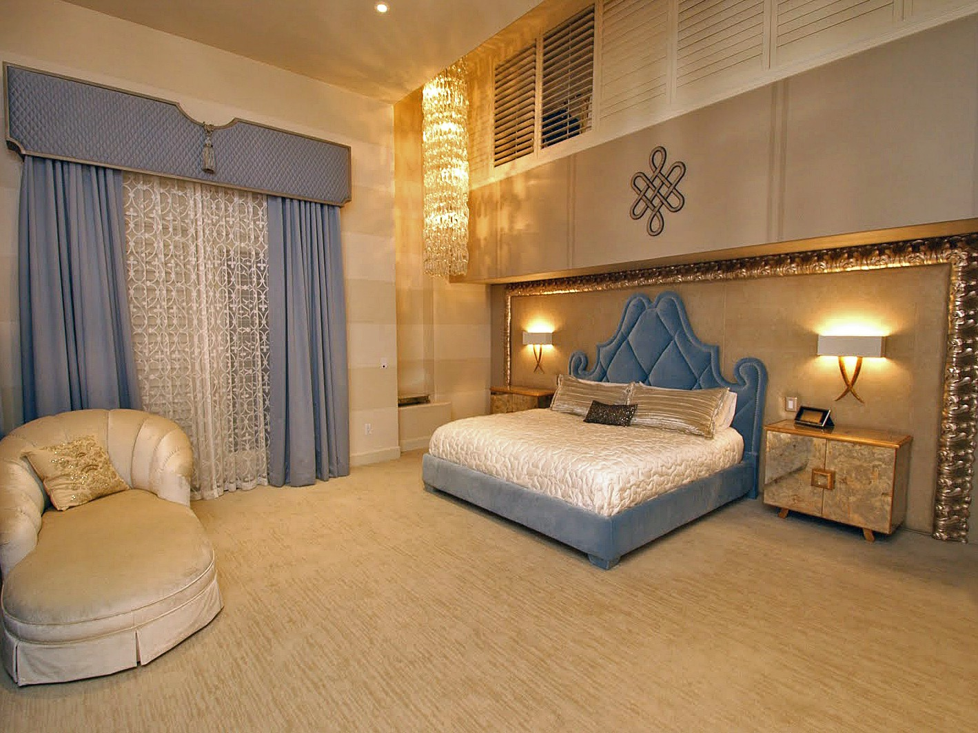 Luxurious Master Bedroom With Lounge Area (Image 16 of 28)