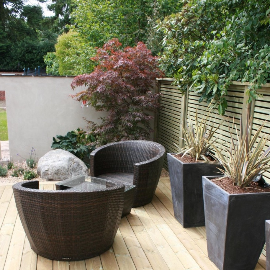 Minimalist Garden Decor To Attract Visitors (Image 15 of 28)