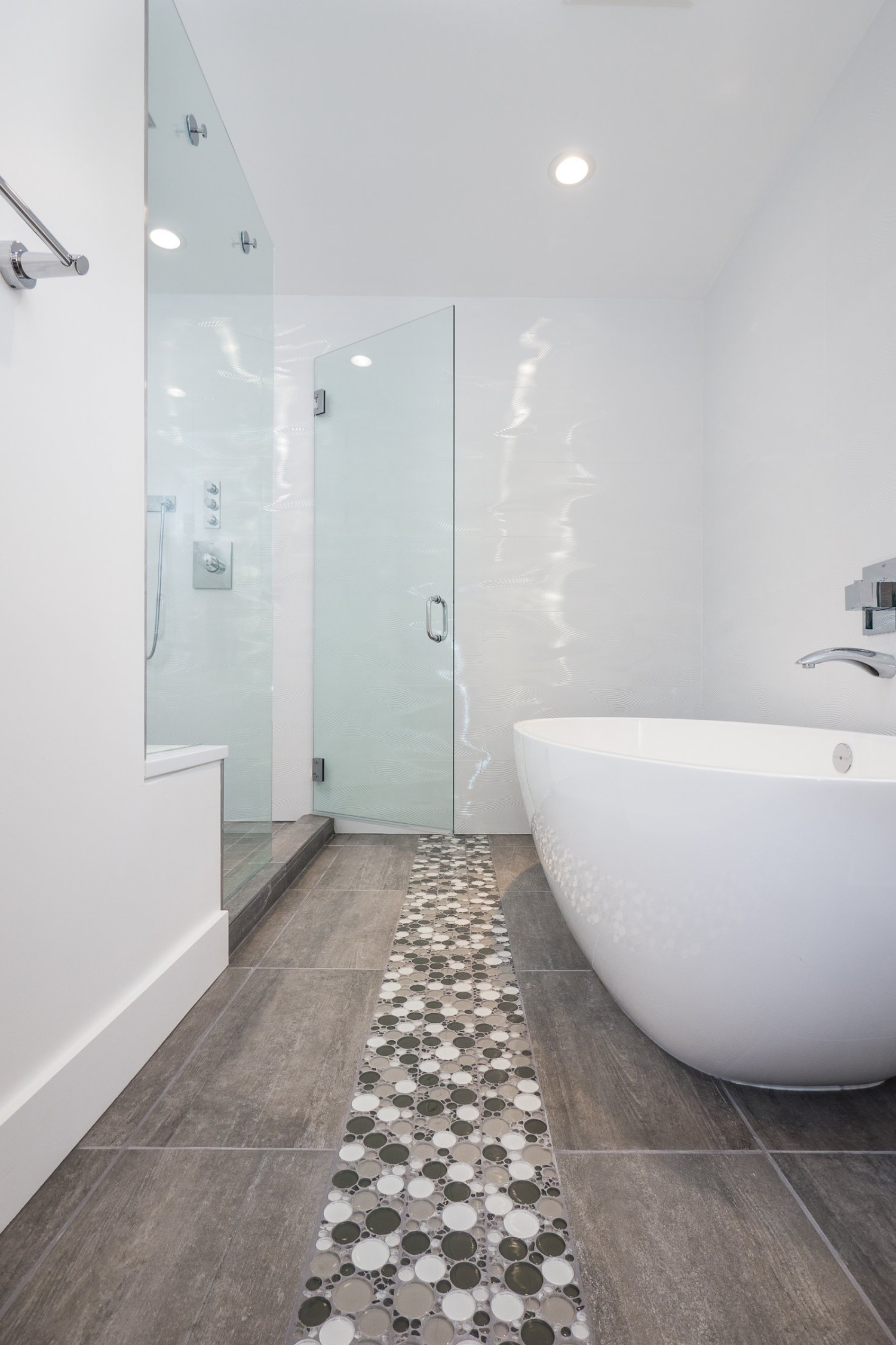 Mod White Bathroom Boasts Soaking Tub & Walk In Shower (Image 16 of 29)