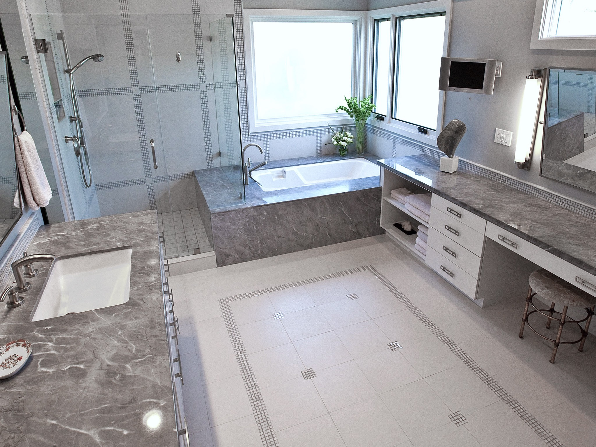 Modern Bathroom Wall Decor With Porcelain And Mosaic Floor Tiles (Image 10 of 18)