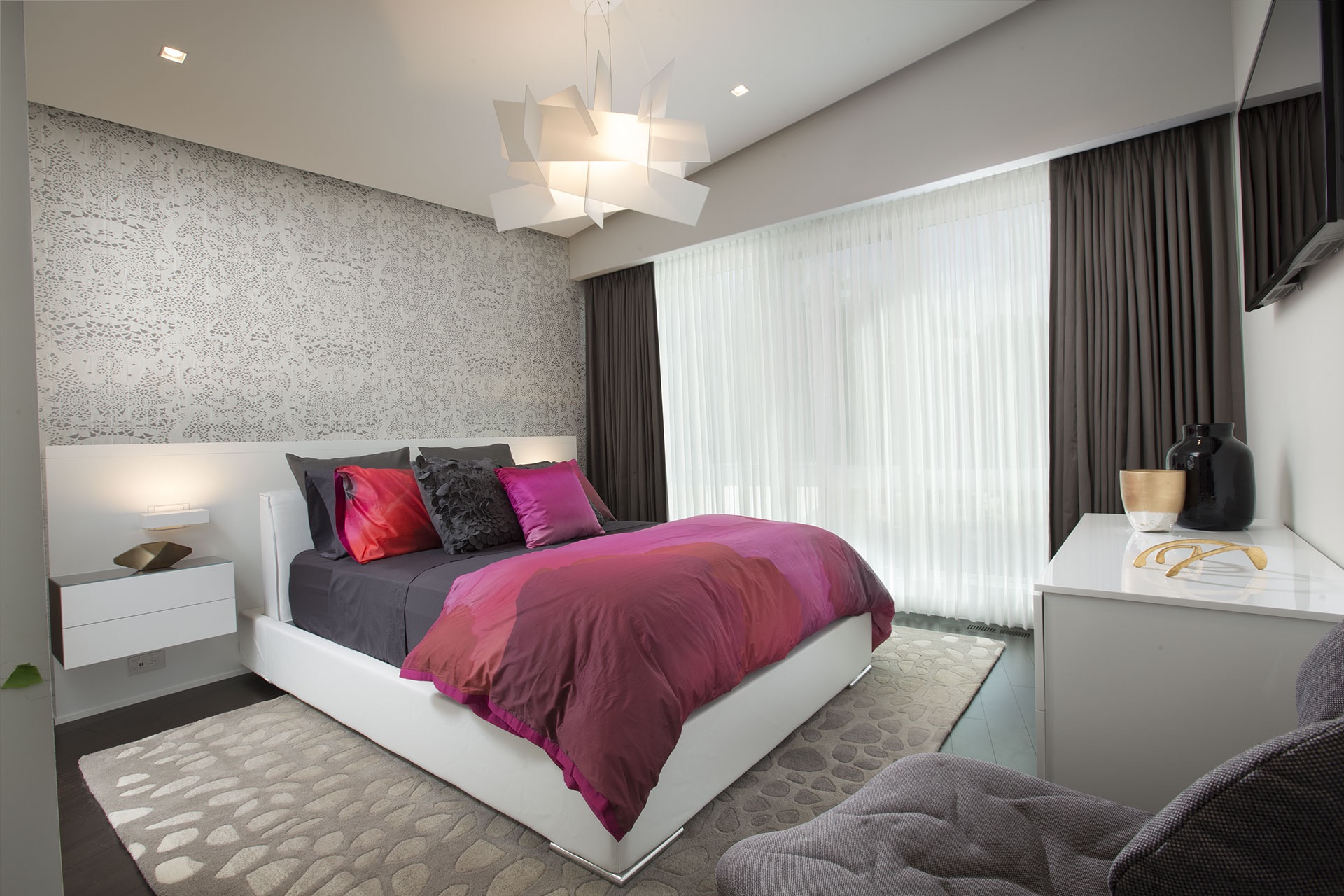 Modern Gray Bedroom With Pink Duvet (View 3 of 22)