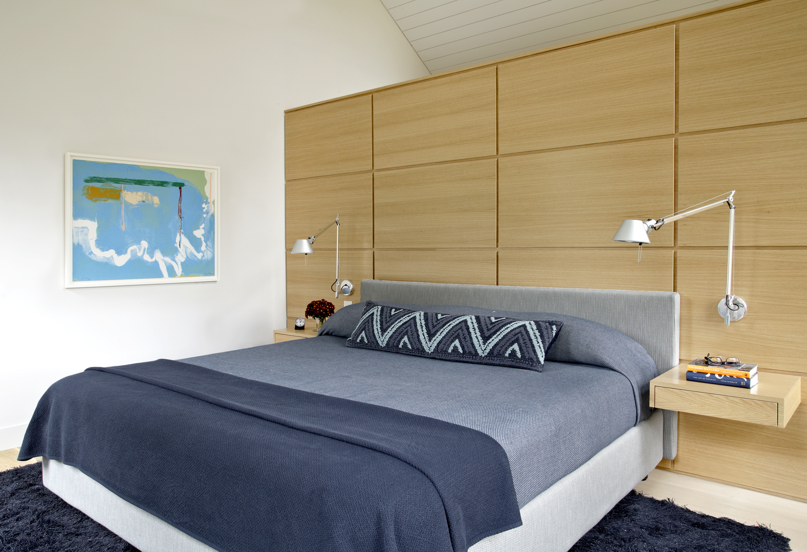Modern Minimalist Bedroom With Platform Bed (View 6 of 23)