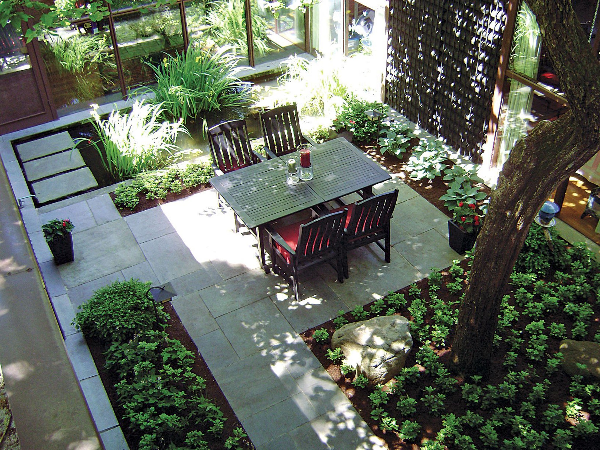 Modern Minimalist Courtyard Garden With Bluestone Pathway (Image 23 of 28)