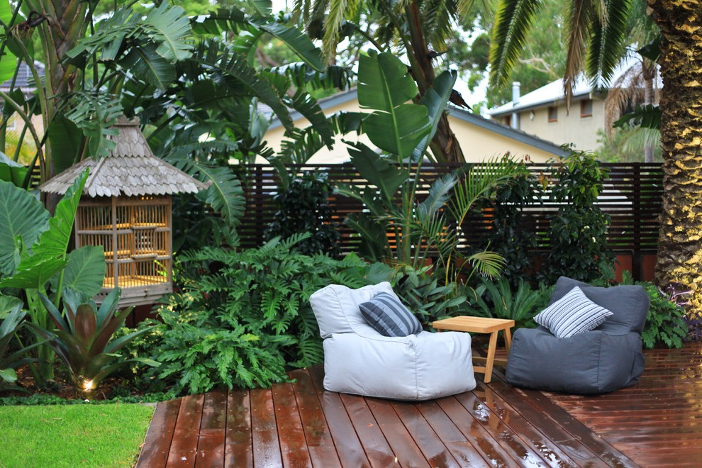 Modern Tropical Backyard Garden With Deck (Image 12 of 26)