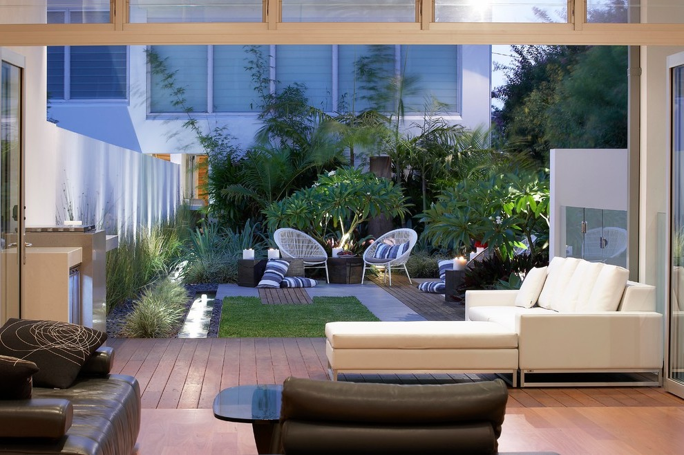 Modern Tropical Garden For Small Urban House (Image 14 of 26)