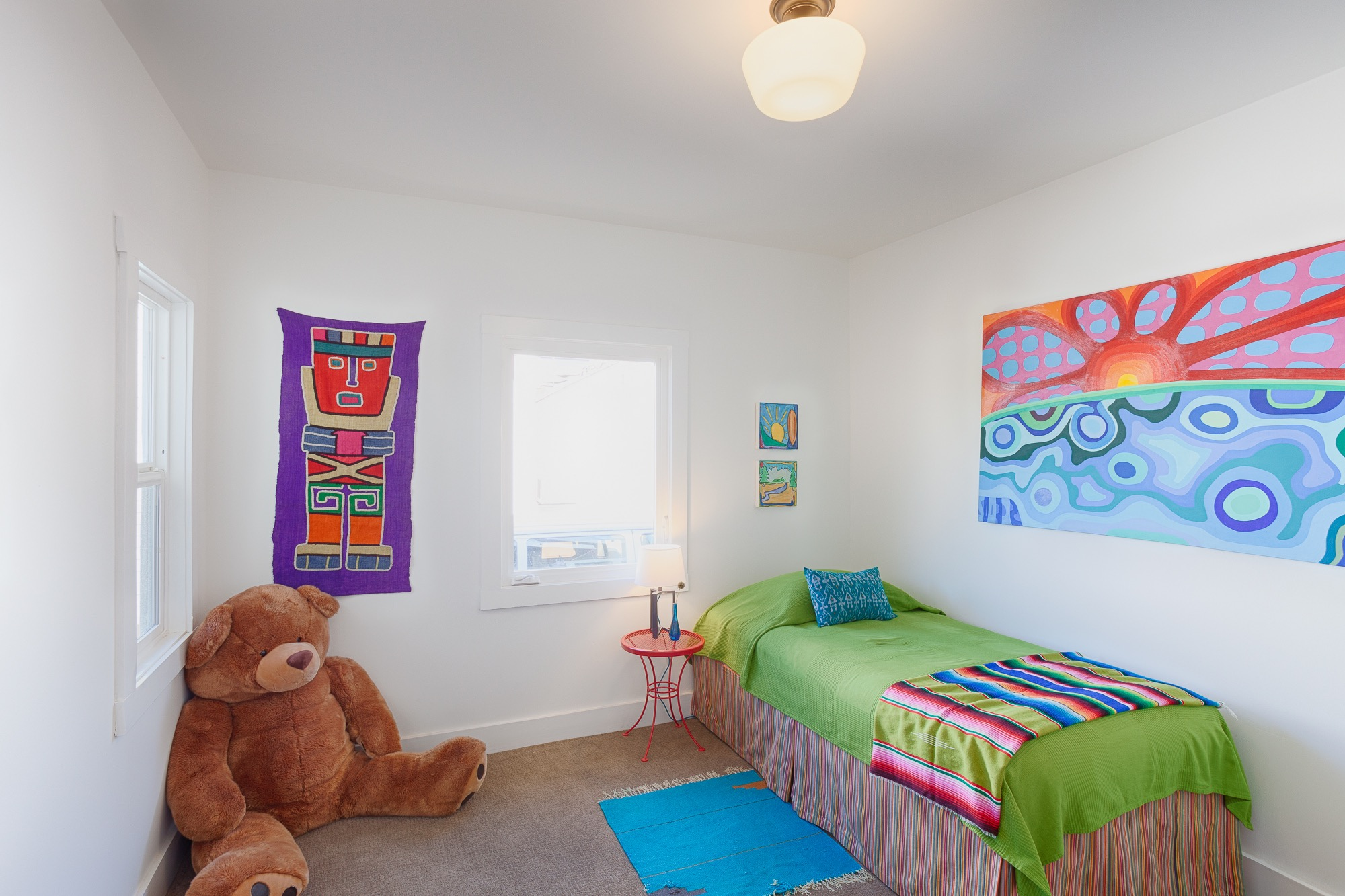 Multicolored Kids Bedroom With Big Teddy Bear (View 26 of 35)