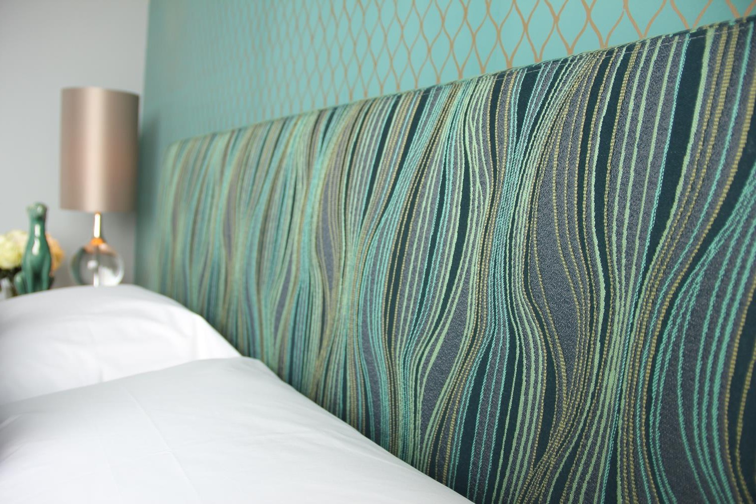 Peacock Like Headboard Wows In Midcentury Modern Bedroom (Image 12 of 15)