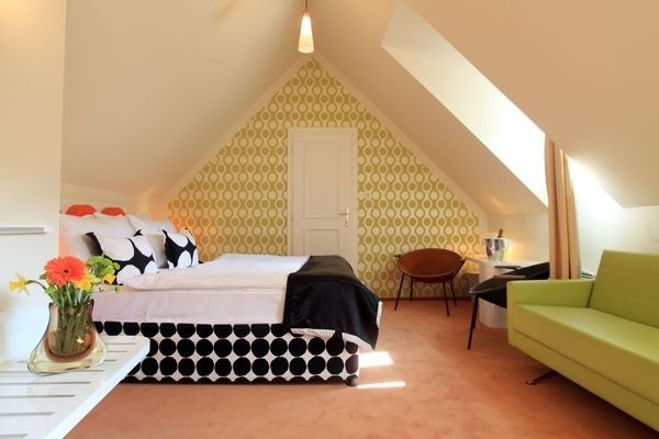 Popular Design For Attic Bedroom Interior (Image 18 of 23)