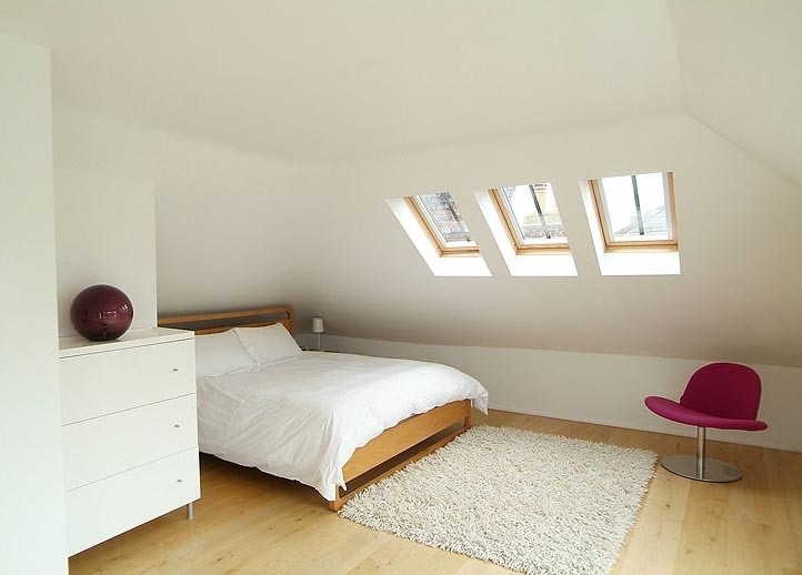 Simple Elegant Attic Bedroom (View 18 of 23)