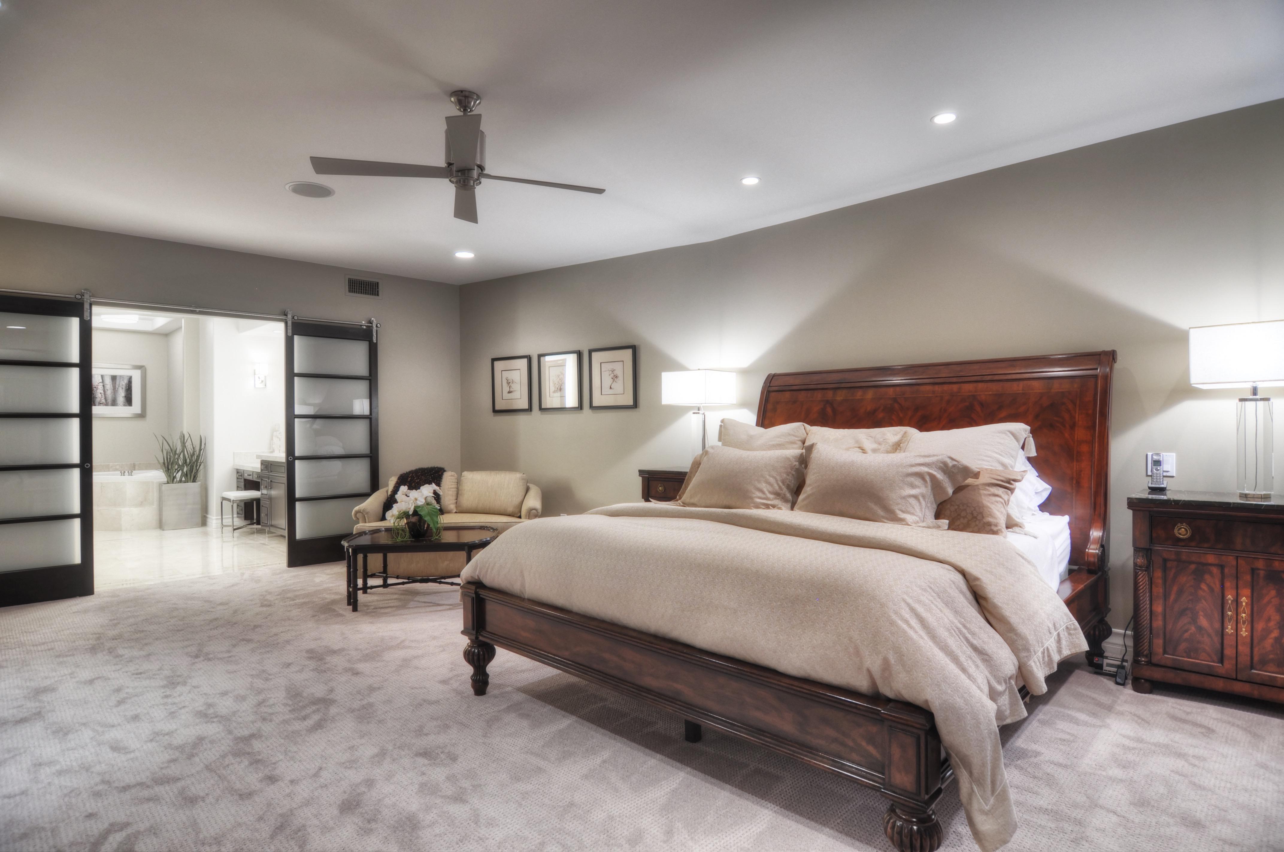 Sliding Shoji Screen Doors For Modern Bedroom Interior (Image 11 of 13)