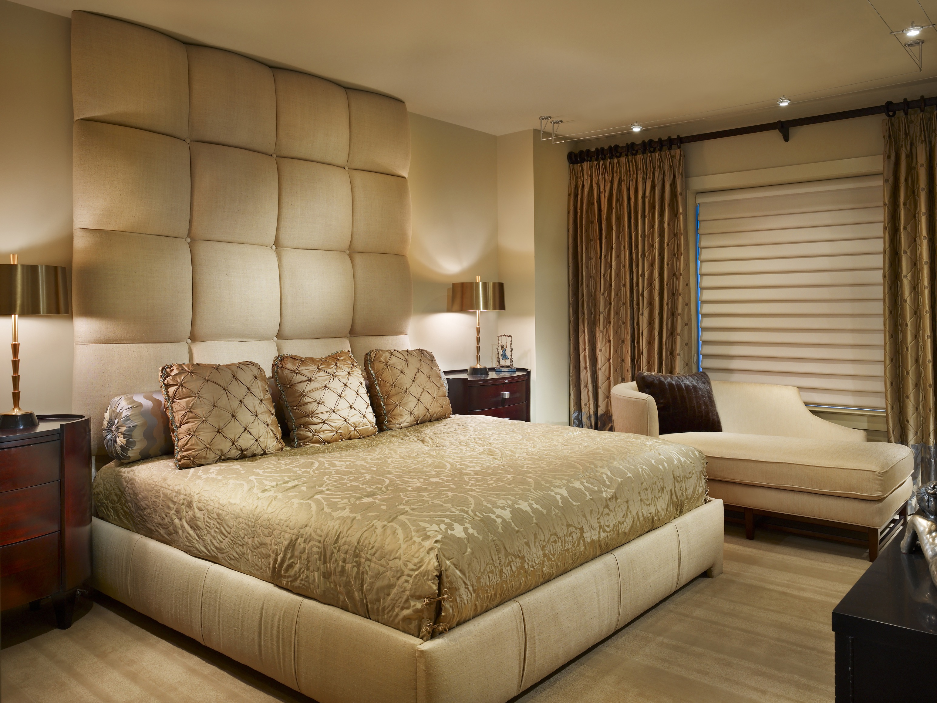 Sophisticated Glamour Bedroom In Gold Paint Color (View 22 of 22)