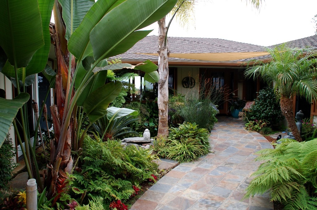 Style Tropical Home Garden (Image 15 of 26)