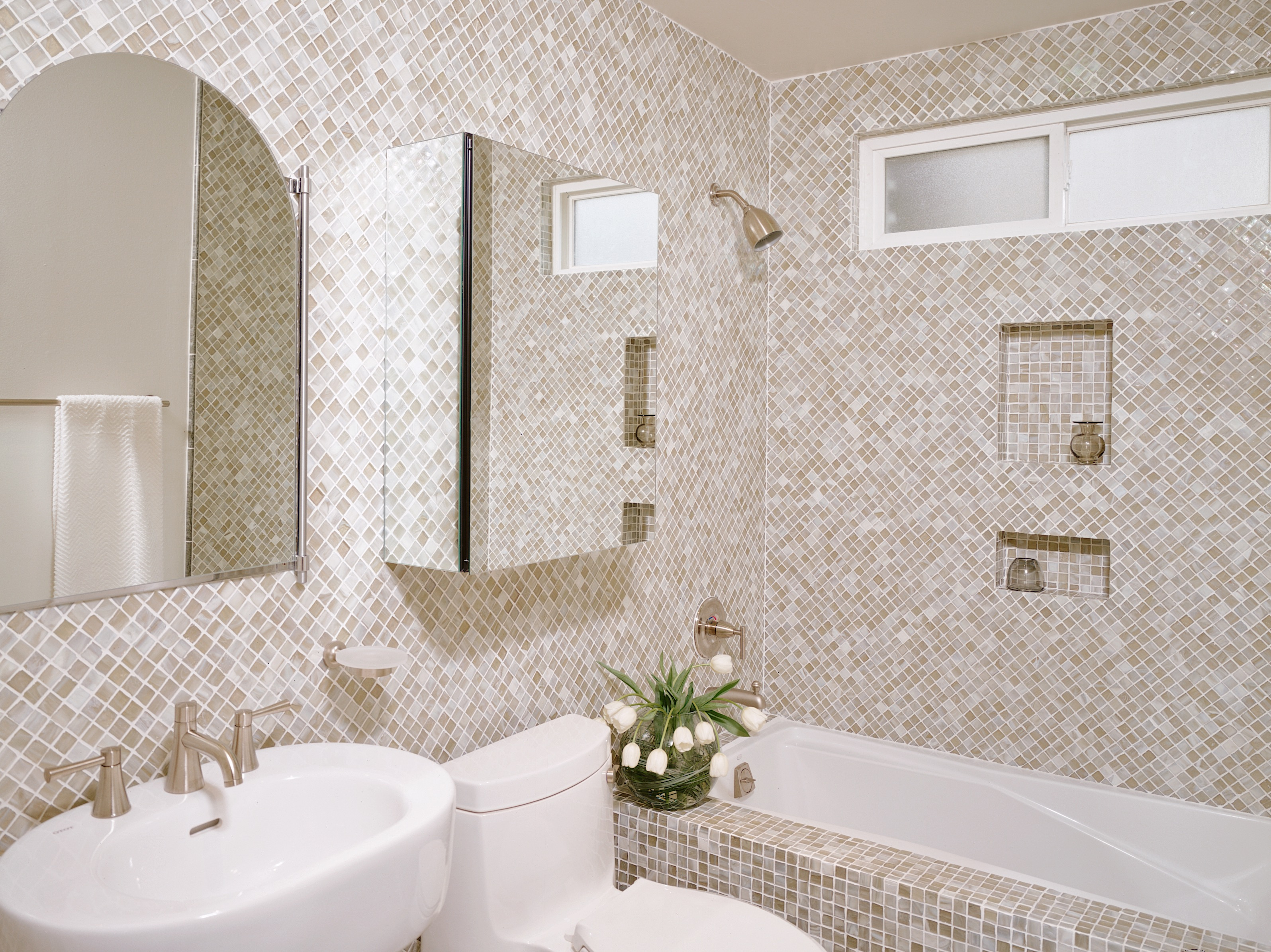 Traditional Bathroom Shower And Tub Combo With Ceramic Tile Wall Design (Image 18 of 19)
