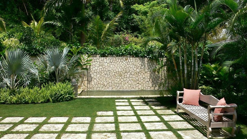 Tropical Home Garden For Hot Style (Image 21 of 26)