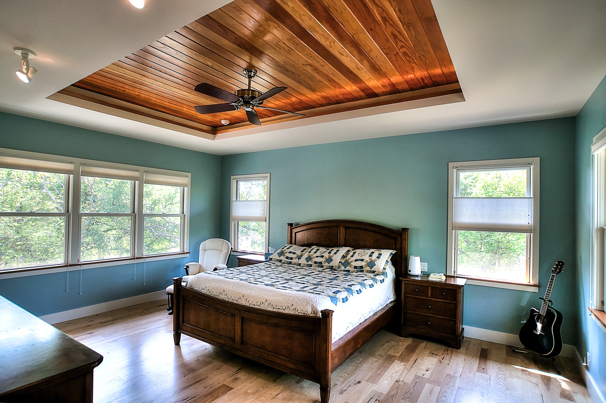 Turquoise Bedroom Features Warm Wood Tray Ceiling (Image 29 of 32)