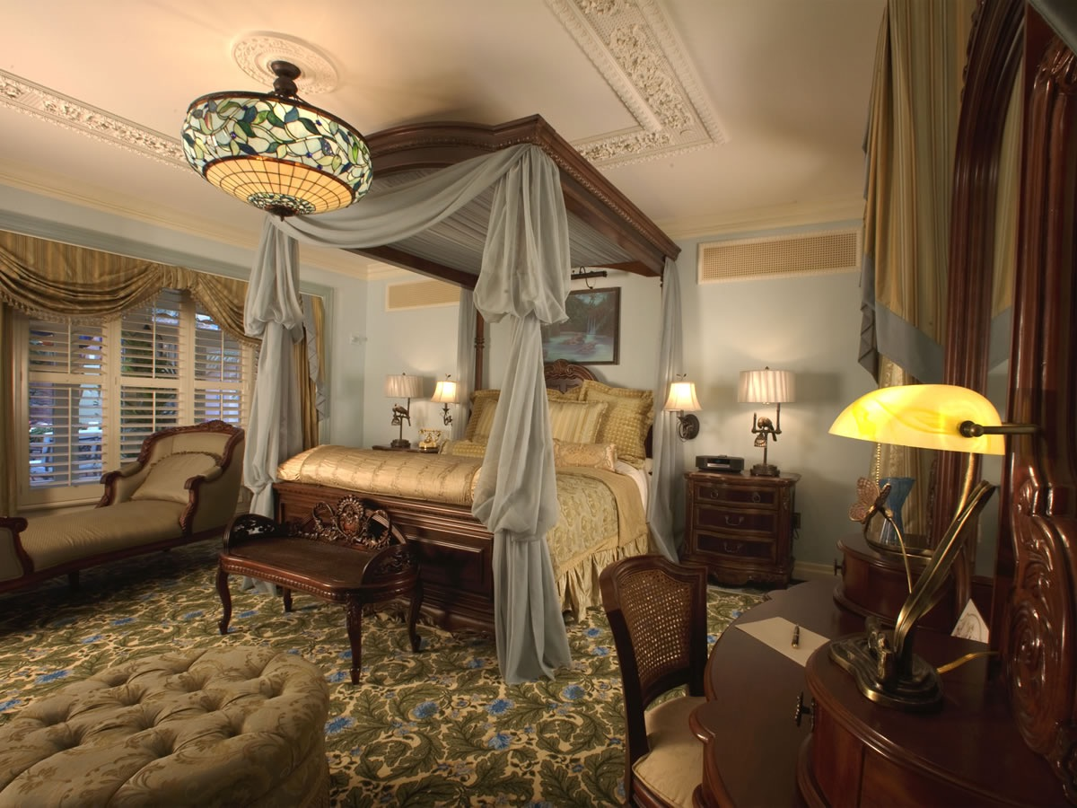 Victorian decor style for comfortable bedroom 15485 for Comfortable bedroom ideas