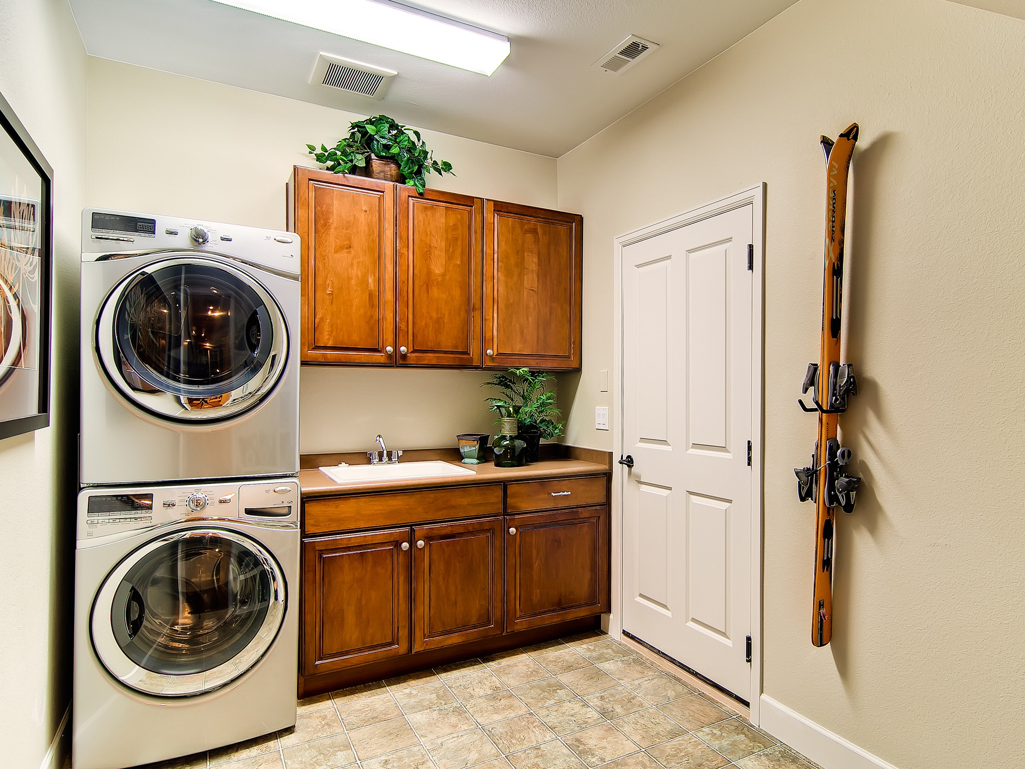 Featured Image of 20+ Laundry Room Design Inspirations For