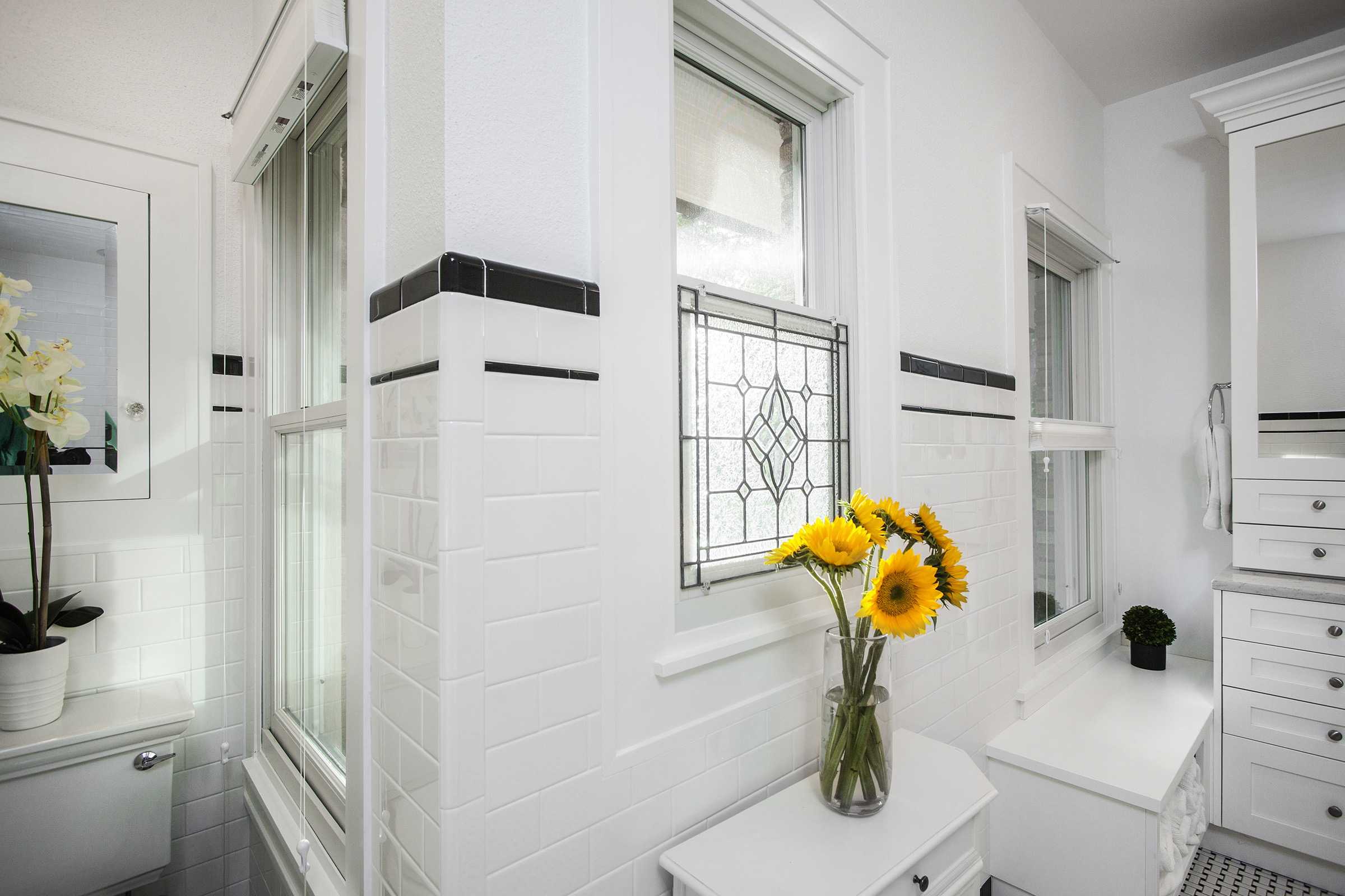 Accessories And Sunflowers For Modern Bathroom Decor (Image 3 of 14)