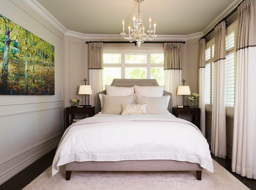 Classic Small Bedroom Design With Crystal Chandelier For Luxury Nuace (Image 3 of 16)