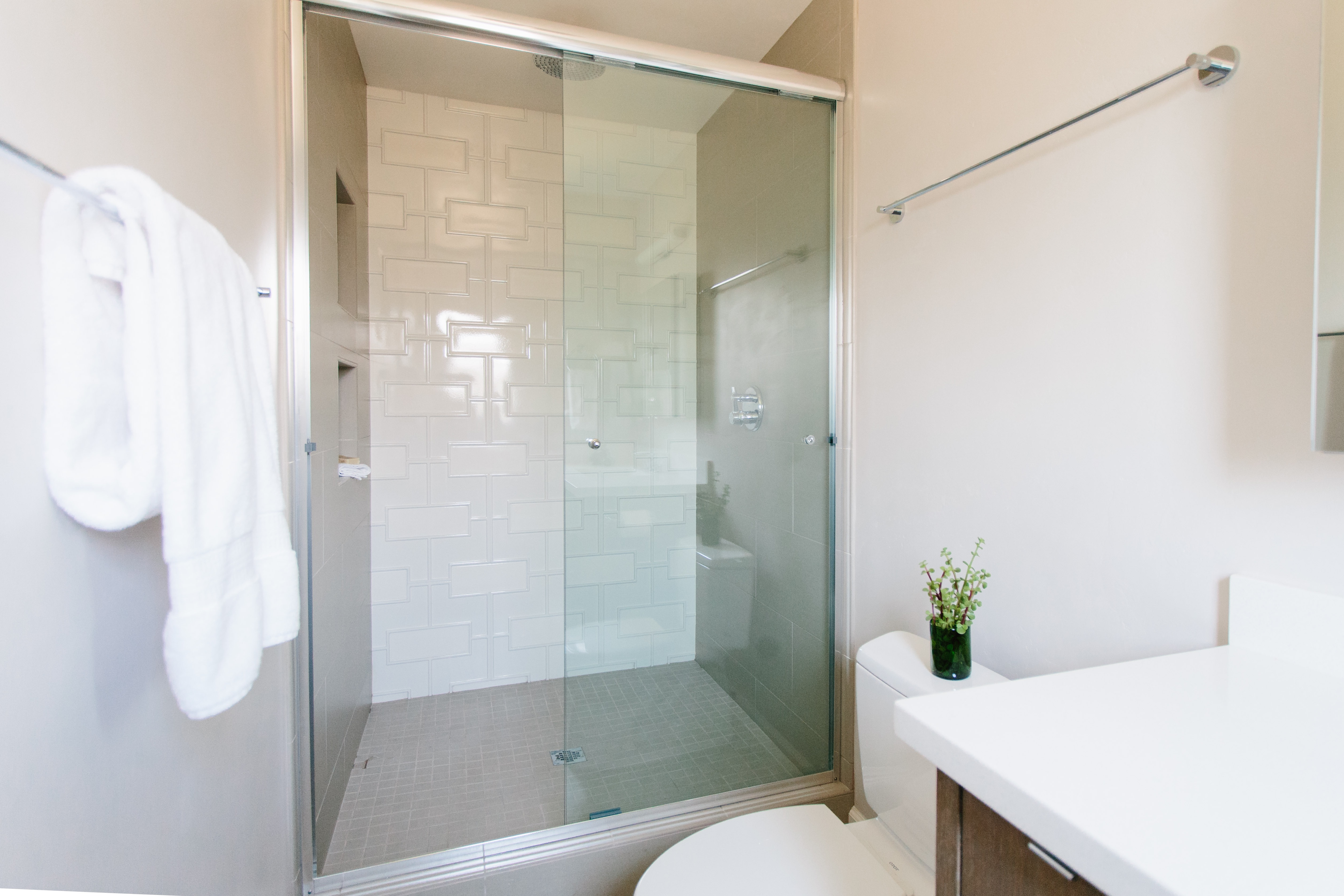 Contemporary Shower Stall With Modern White Tile Pattern (Image 4 of 22)