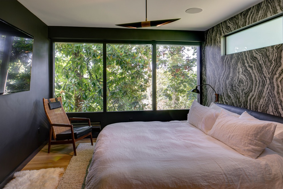 Contemporary Bedroom In Black Color With Decorative Wall In Dark Color (View 7 of 22)