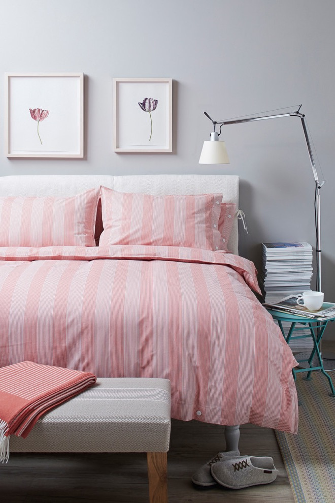 Contemporary Cozy Teenage Girls Bedroom With Pink Bed Cover And Pillows (Image 11 of 30)