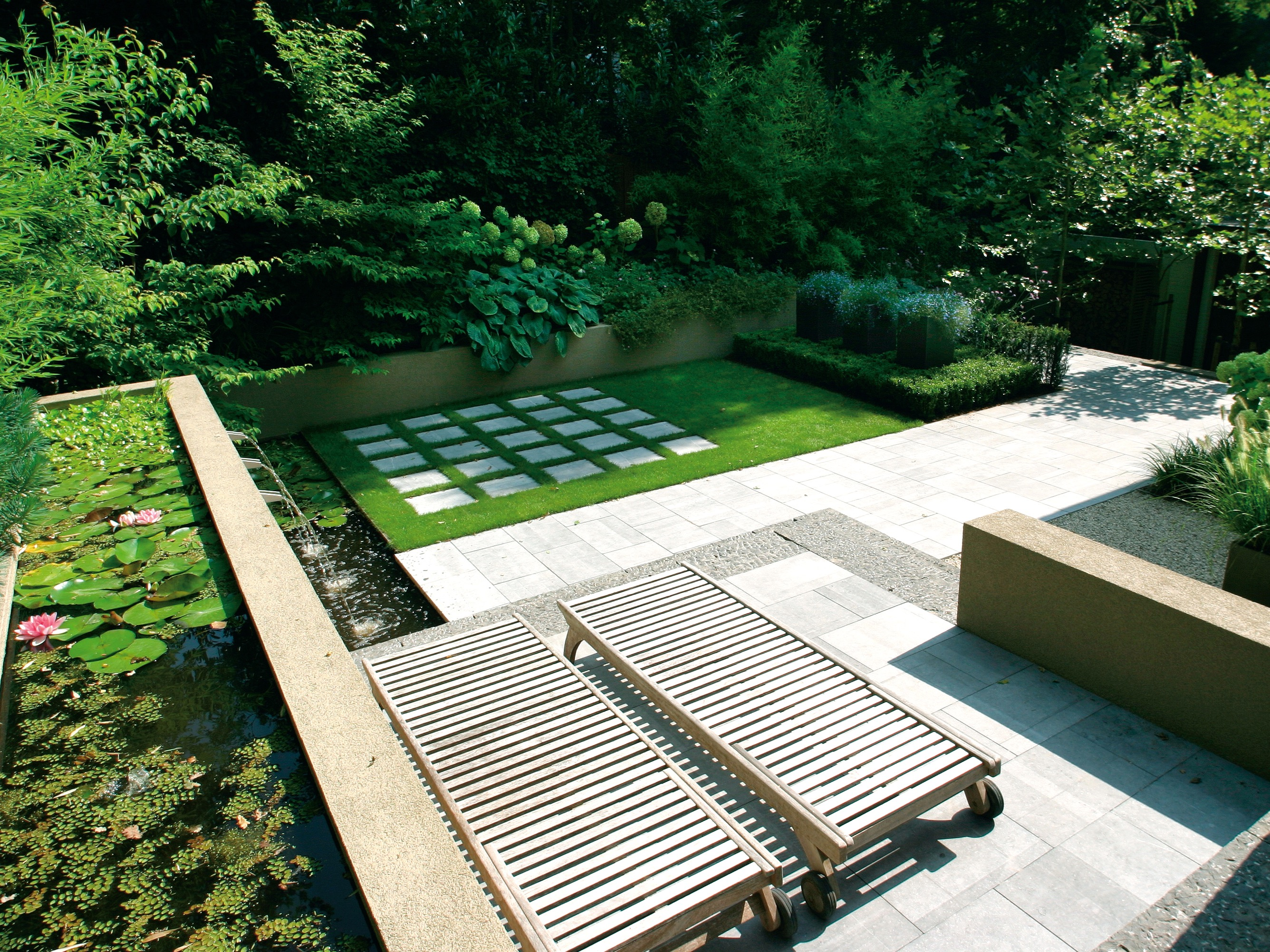 Contemporary Garden Combines With Simple Hardscape Design (Image 8 of 35)
