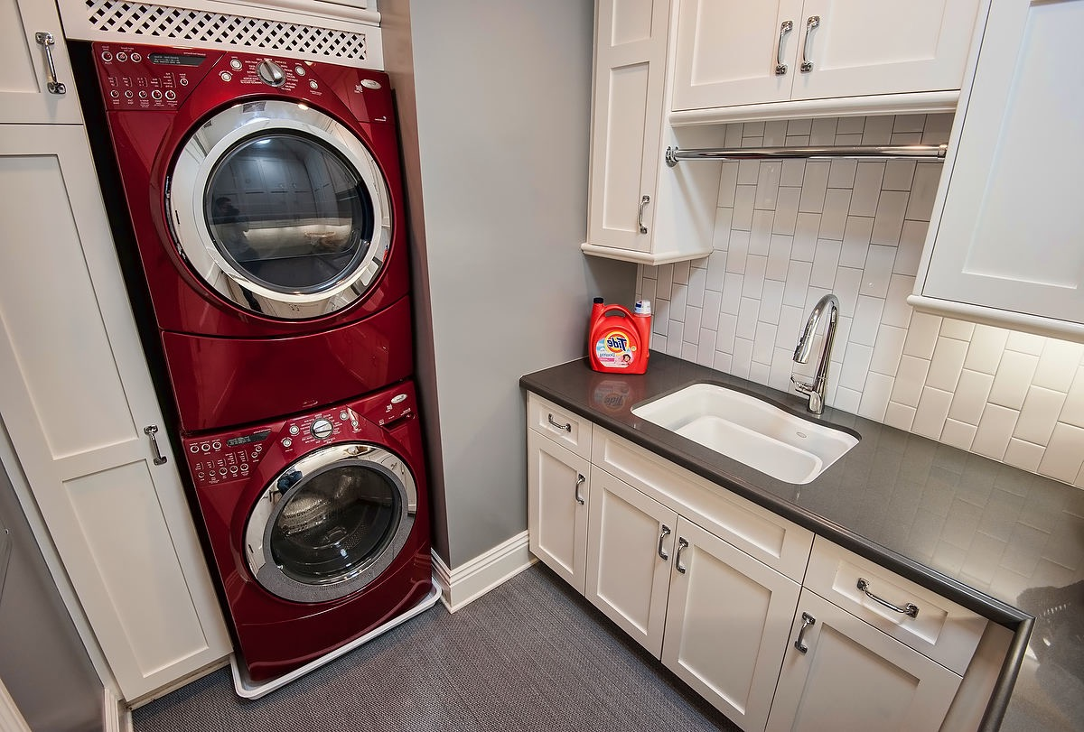 Easy Laundry Room Design For Small Apartment (Image 9 of 26)