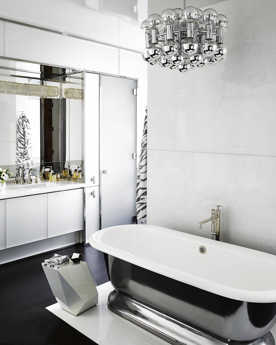 Glamour Black And White Bathroom In Classic Touch (Image 8 of 14)