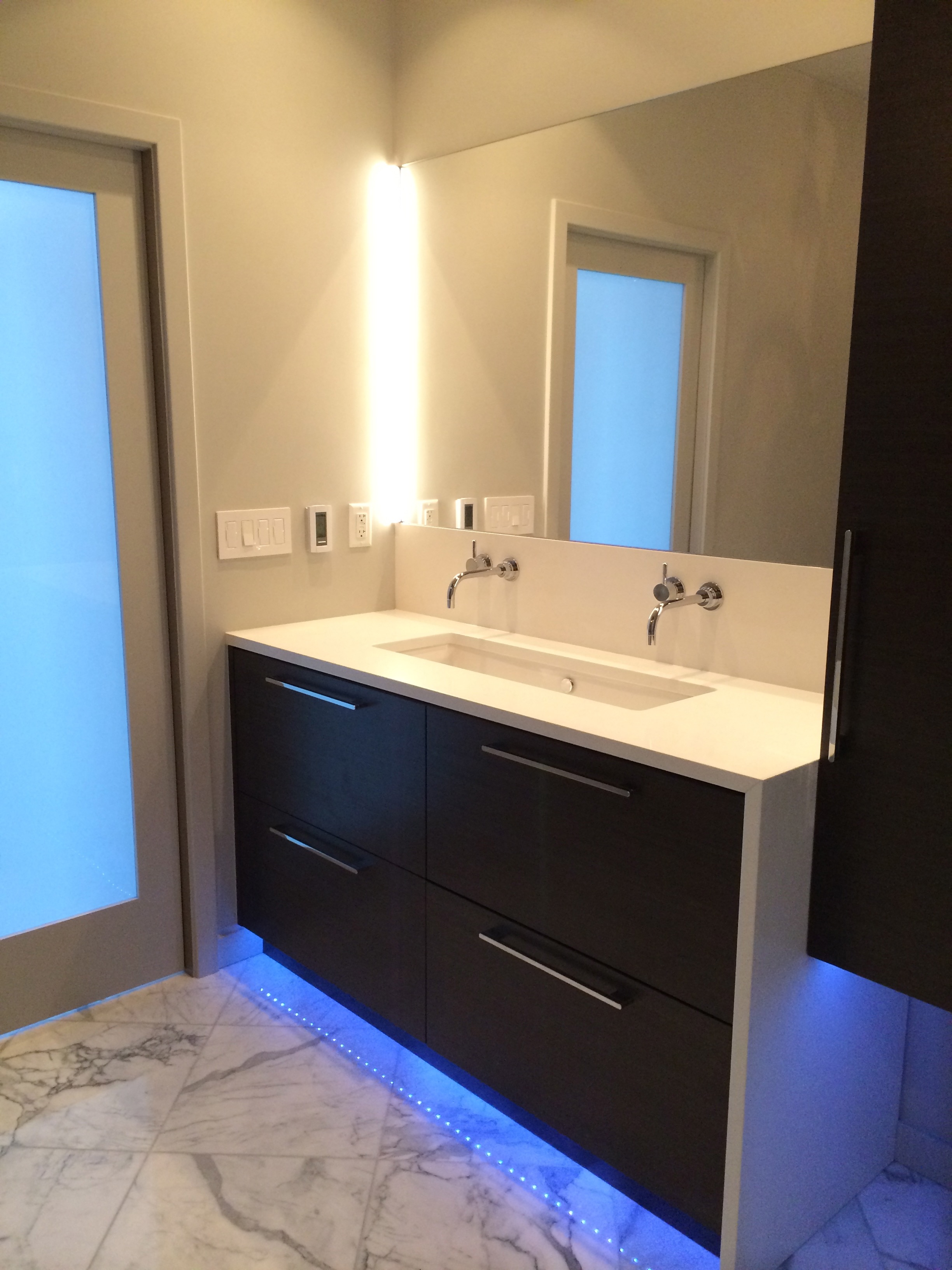Led Under Cabinet Lighting For Contemporary Bathroom (Image 8 of 19)