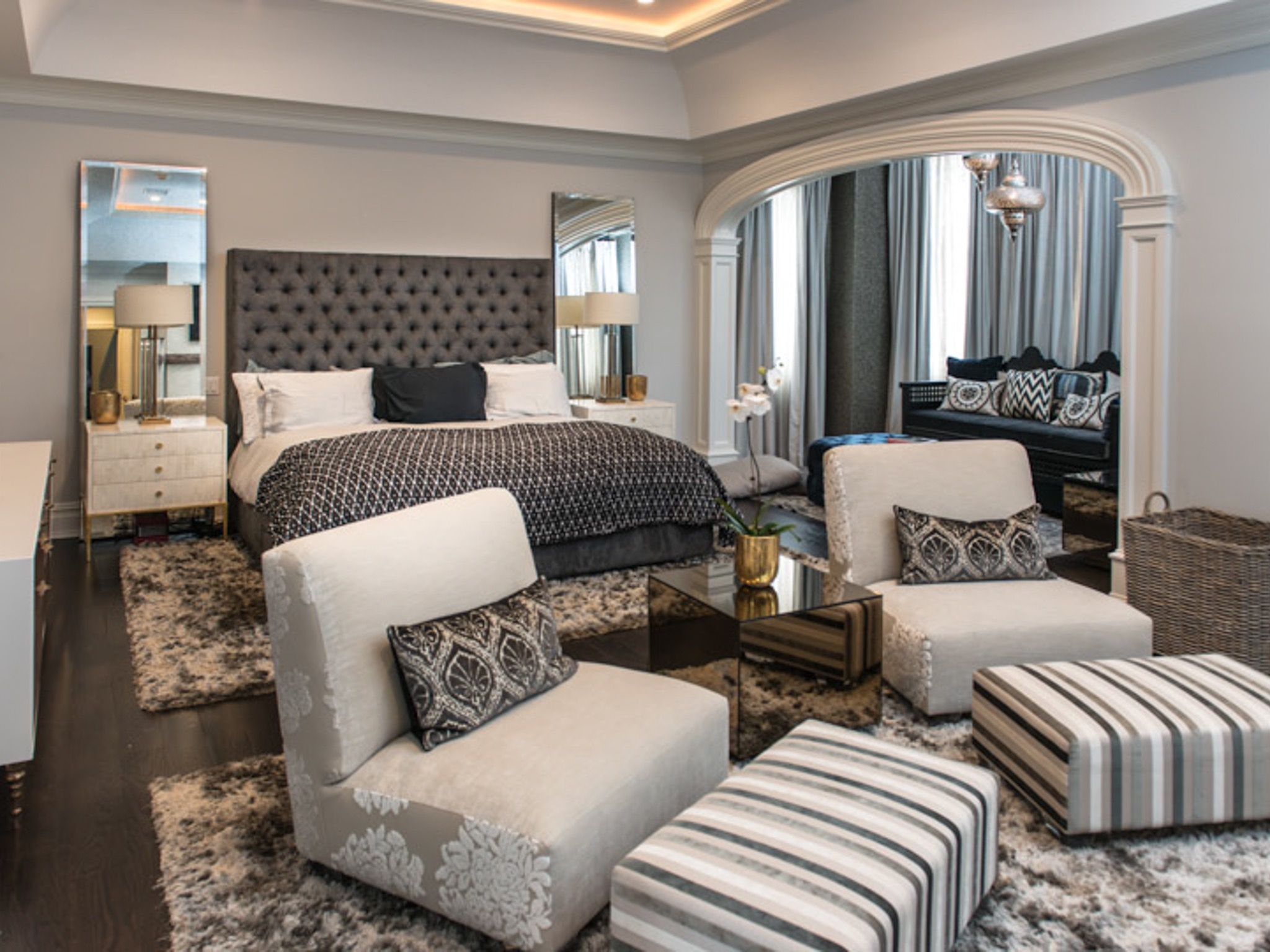 Luxury Master Parents Bedroom Interior Decor With Sitting Area (Image 19 of 30)