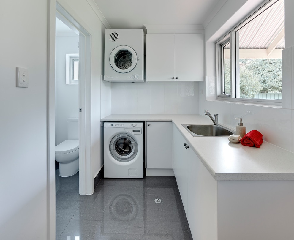 Mid Sized Contemporary L Shaped Dedicated Laundry Room And Bathroom Combo (Image 8 of 15)