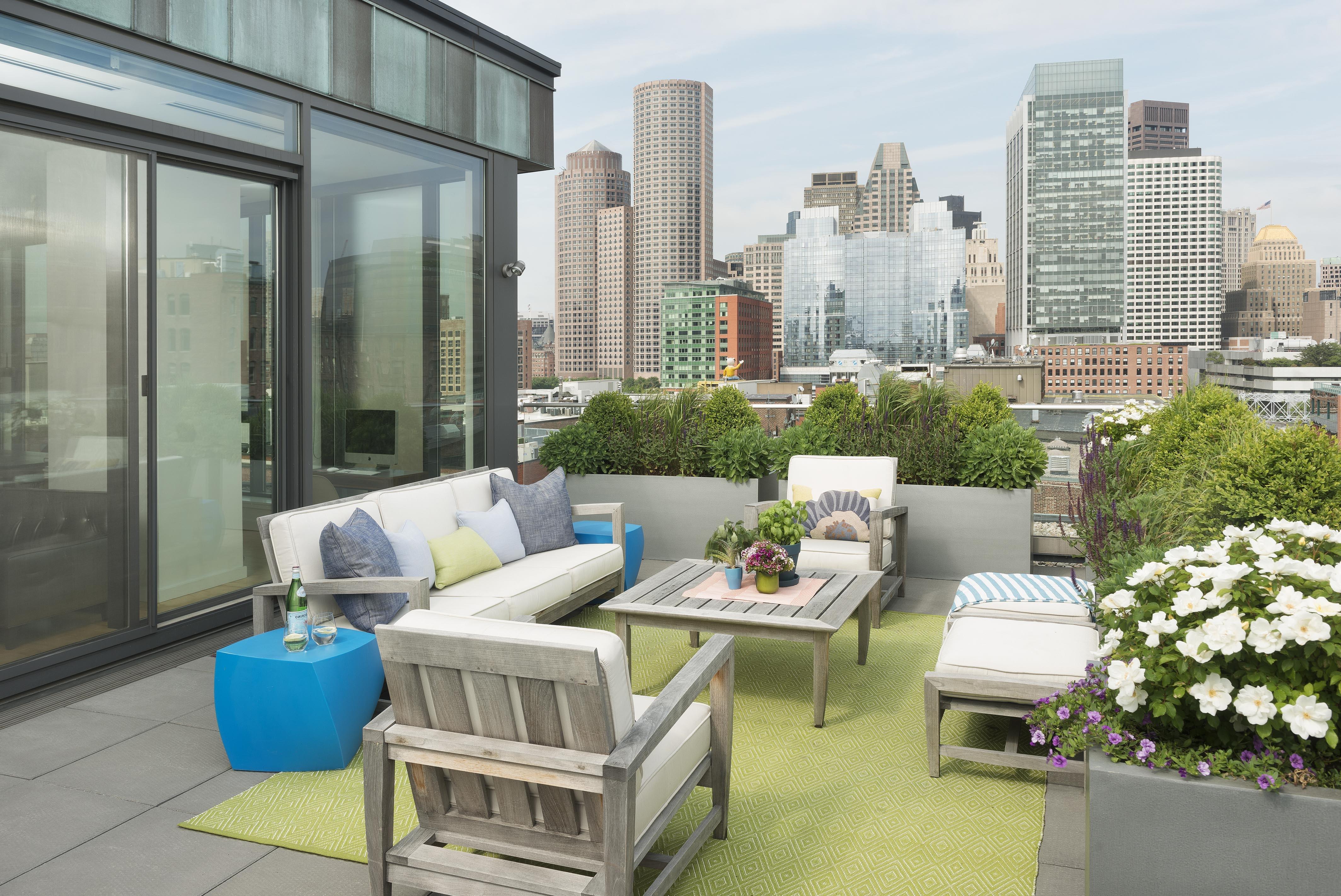 Minimalist Rooftop Garden Landscape (Image 11 of 28)