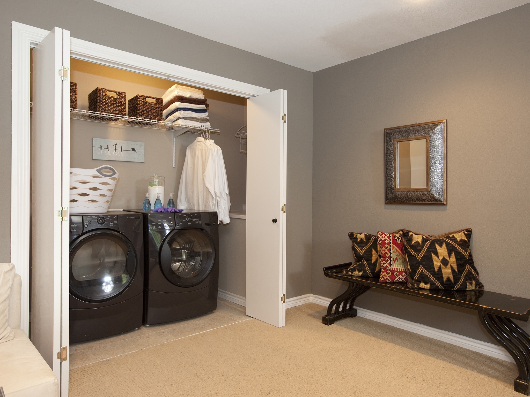 Modern Built In Laundry Room Closet Cabinet (Image 15 of 26)