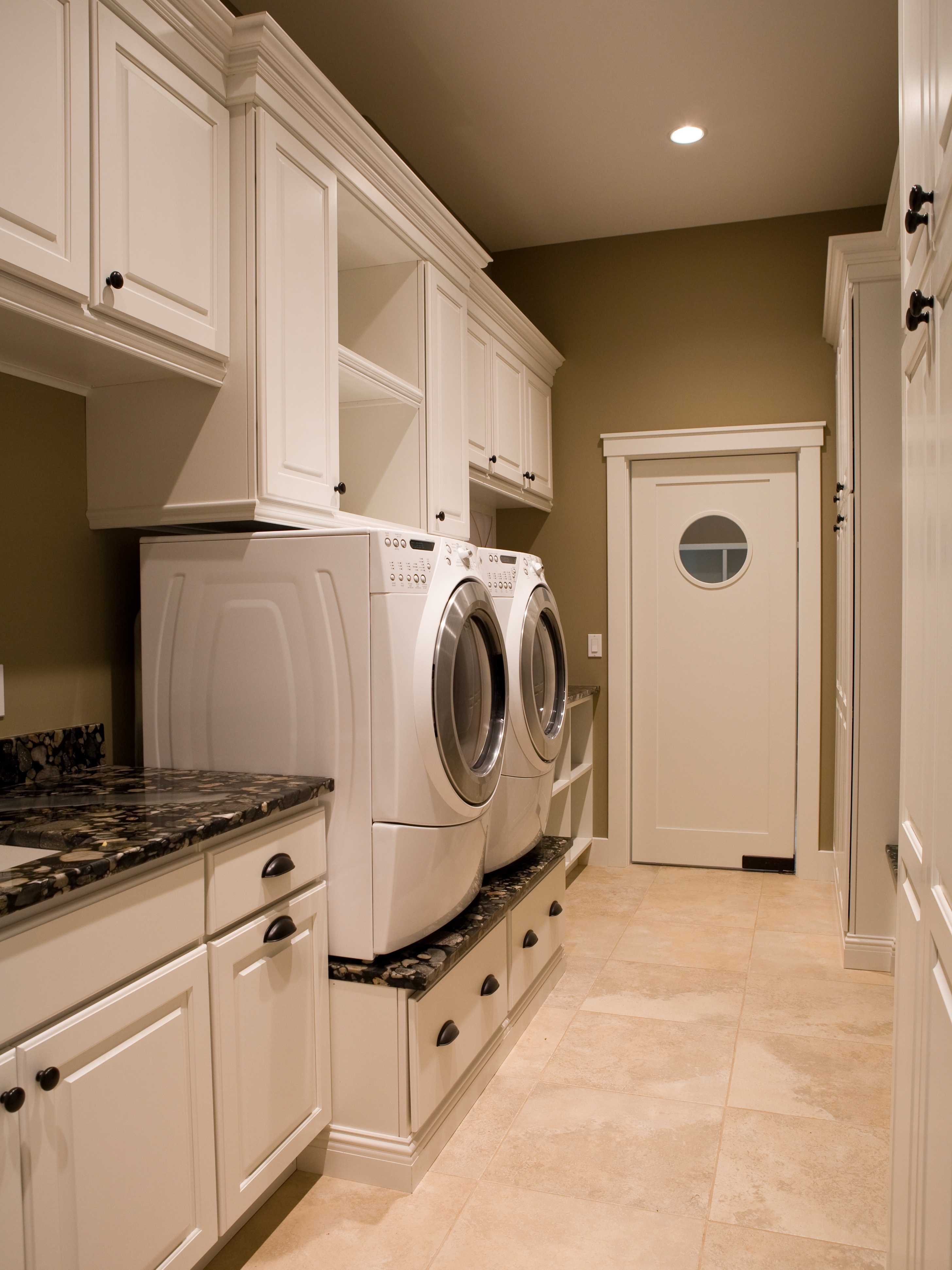 Modern Built In Storage Drawers For Minimalist Laundry Room (Image 16 of 26)