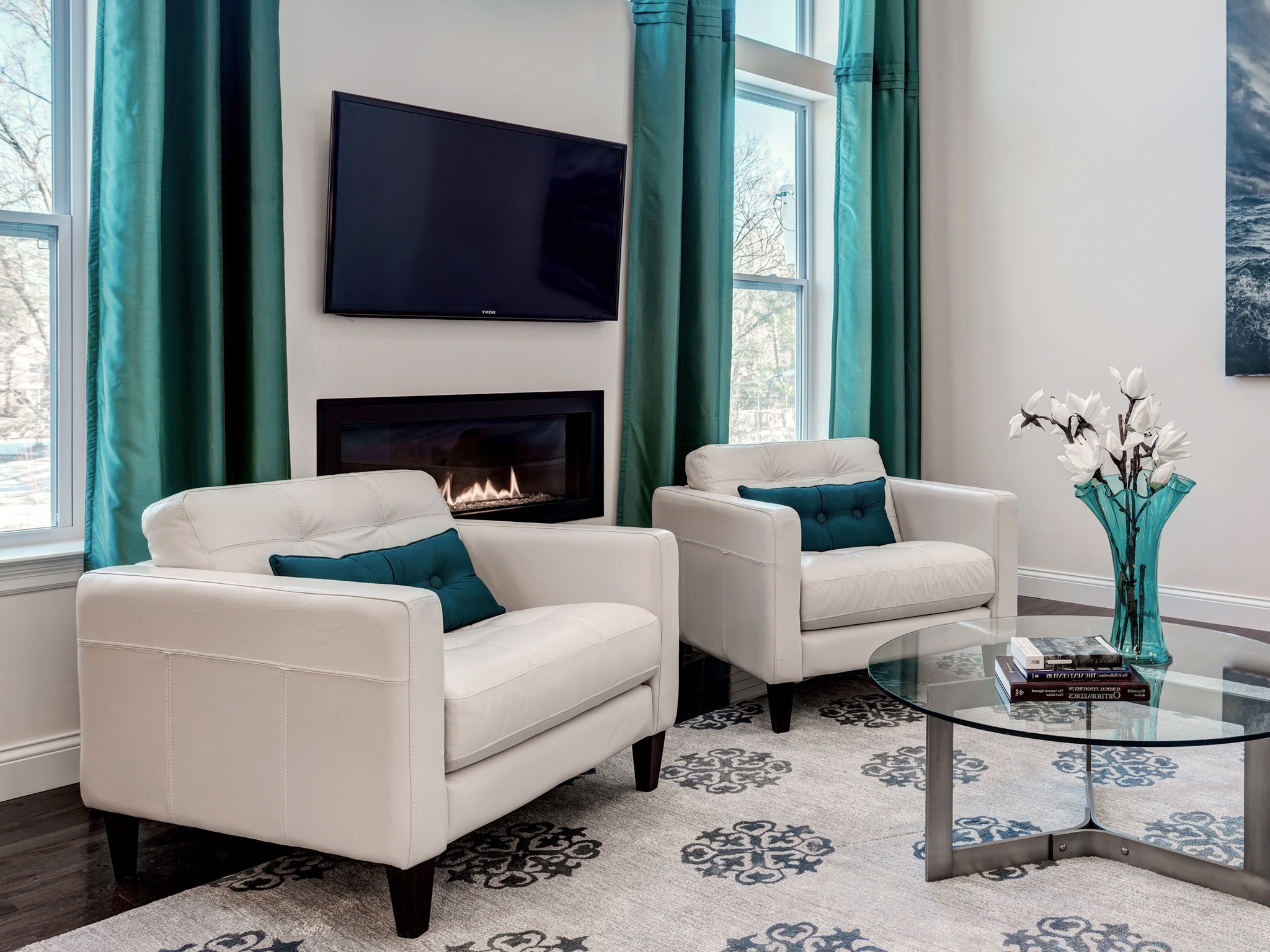 Modern Comfy White Leather Chairs For Living Room Furniture (Image 14 of 24)