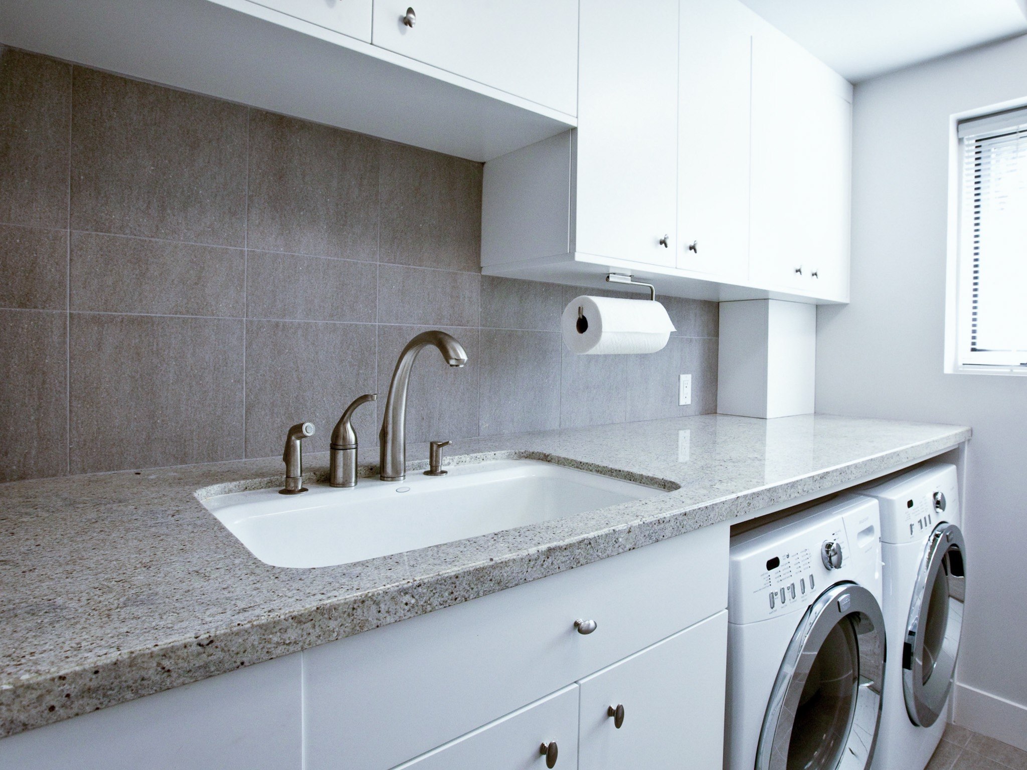 Featured Image of Small Space Solution: Kitchen And Laundry Room Combo