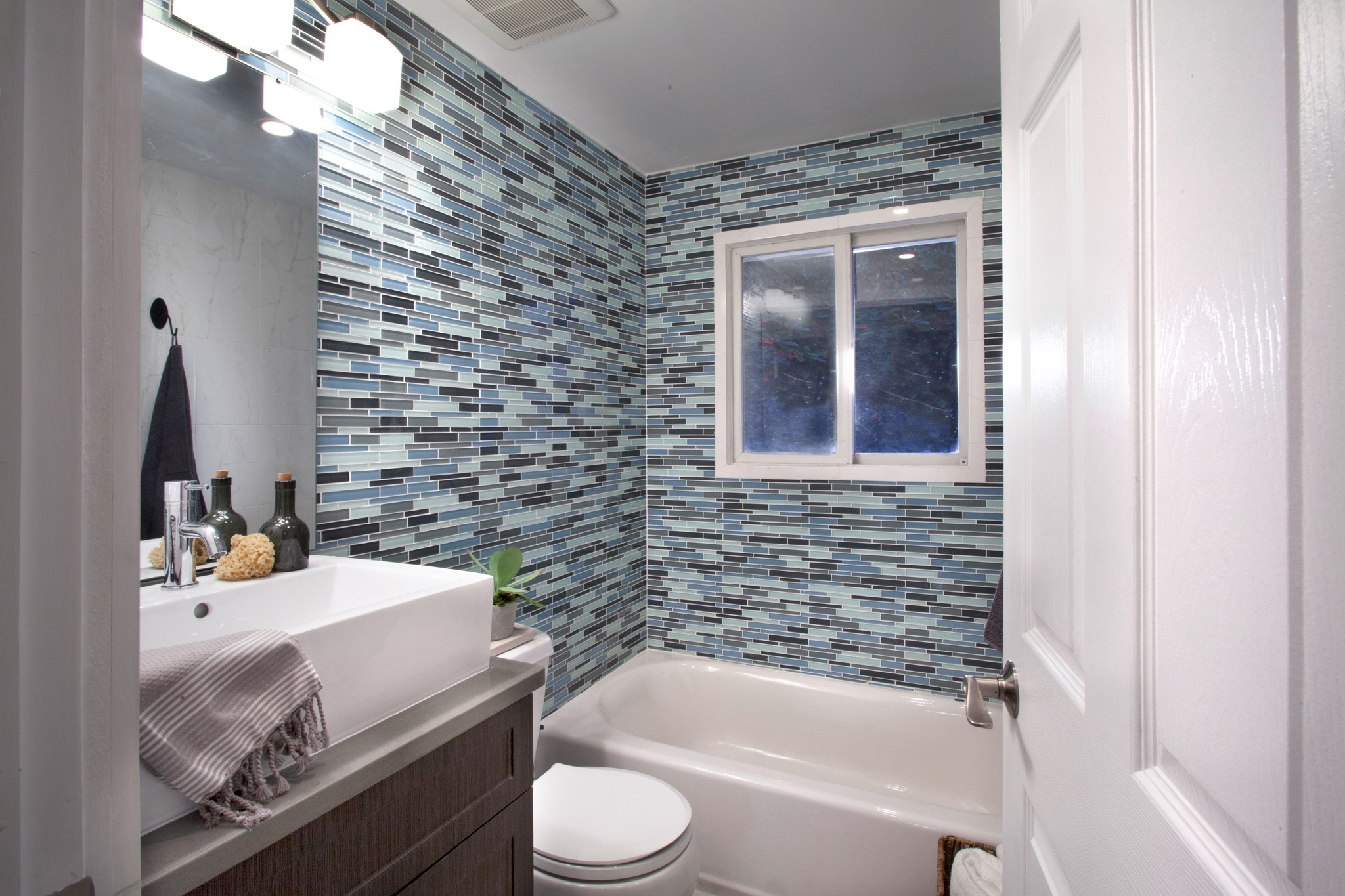 Mosaic Ceramic Tile Wall Decor For Modern Small Apartment Bathroom (Image 14 of 18)