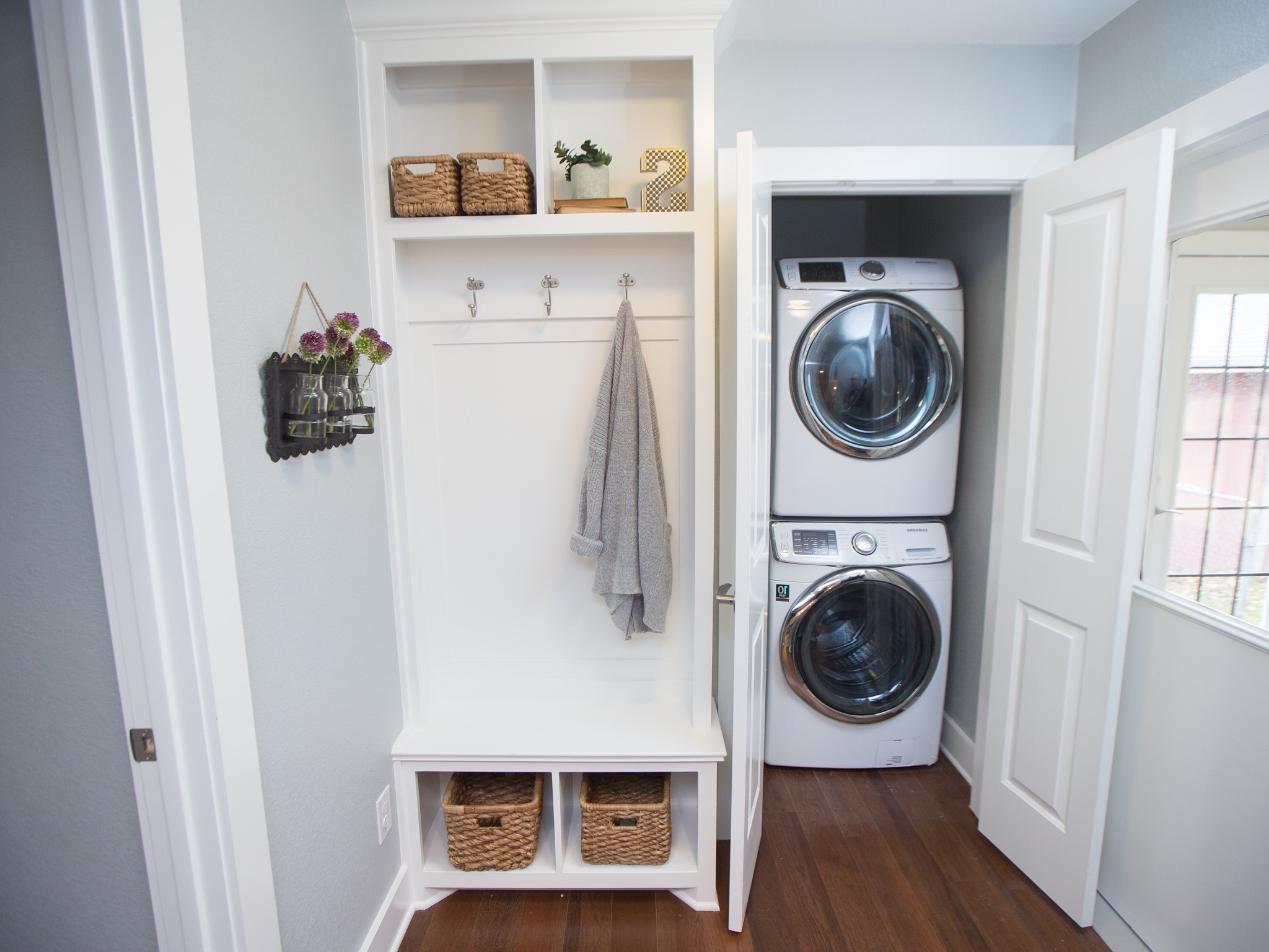 Simple Laundry Closet And Storage For Small Interior (Image 17 of 26)