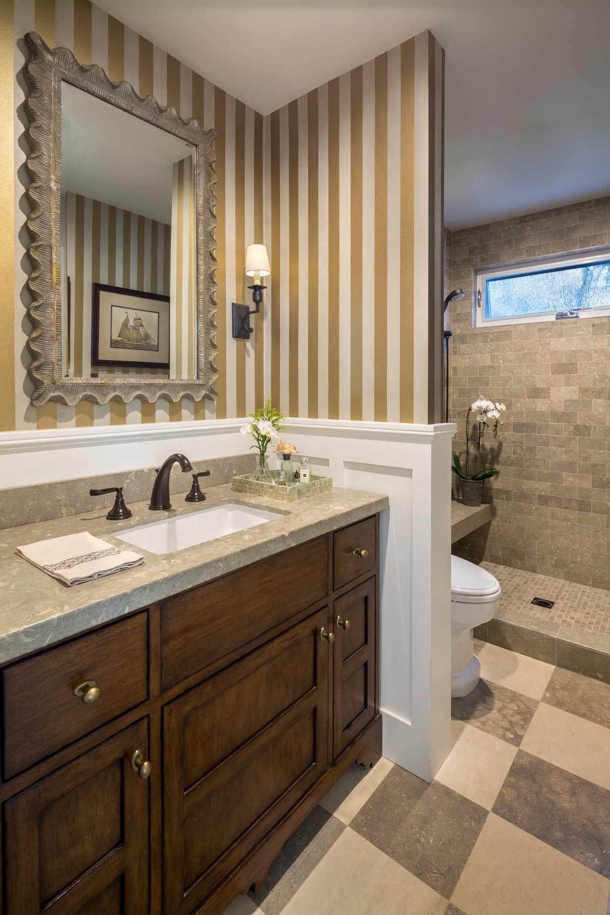Small Bathroom Remodel And Wall Paint Ideas (View 7 of 14)