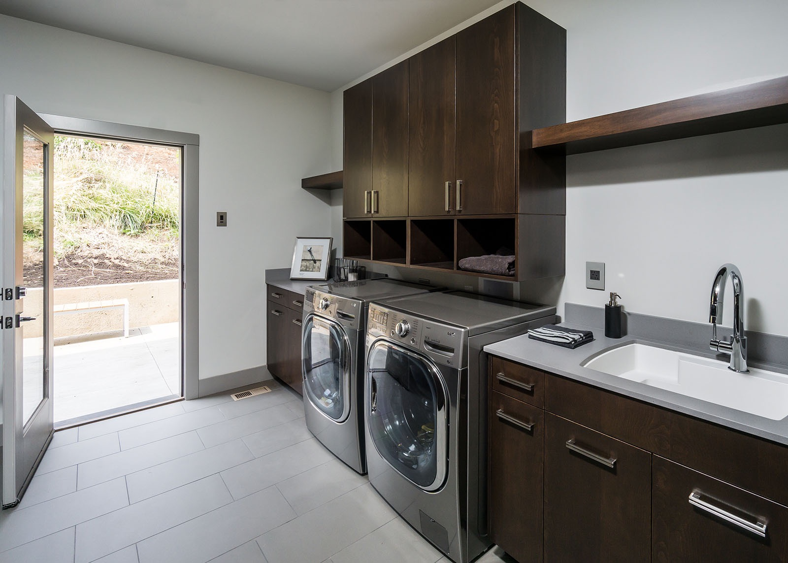 Stylish And Functional Design For Contemporary Laundry Room (Image 21 of 26)