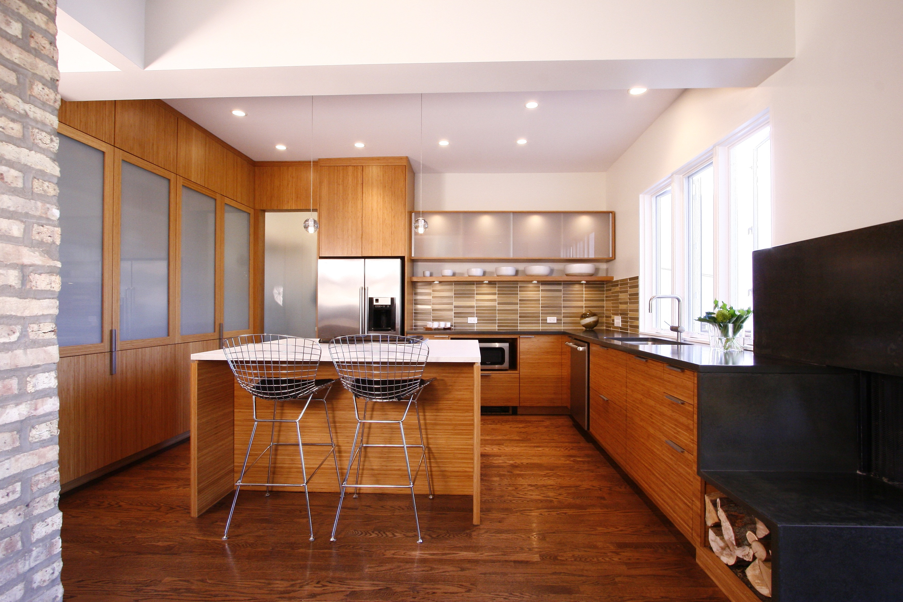 Bamboo Flooring Creates Warmth In Contemporary Kitchen (Image 2 of 20)
