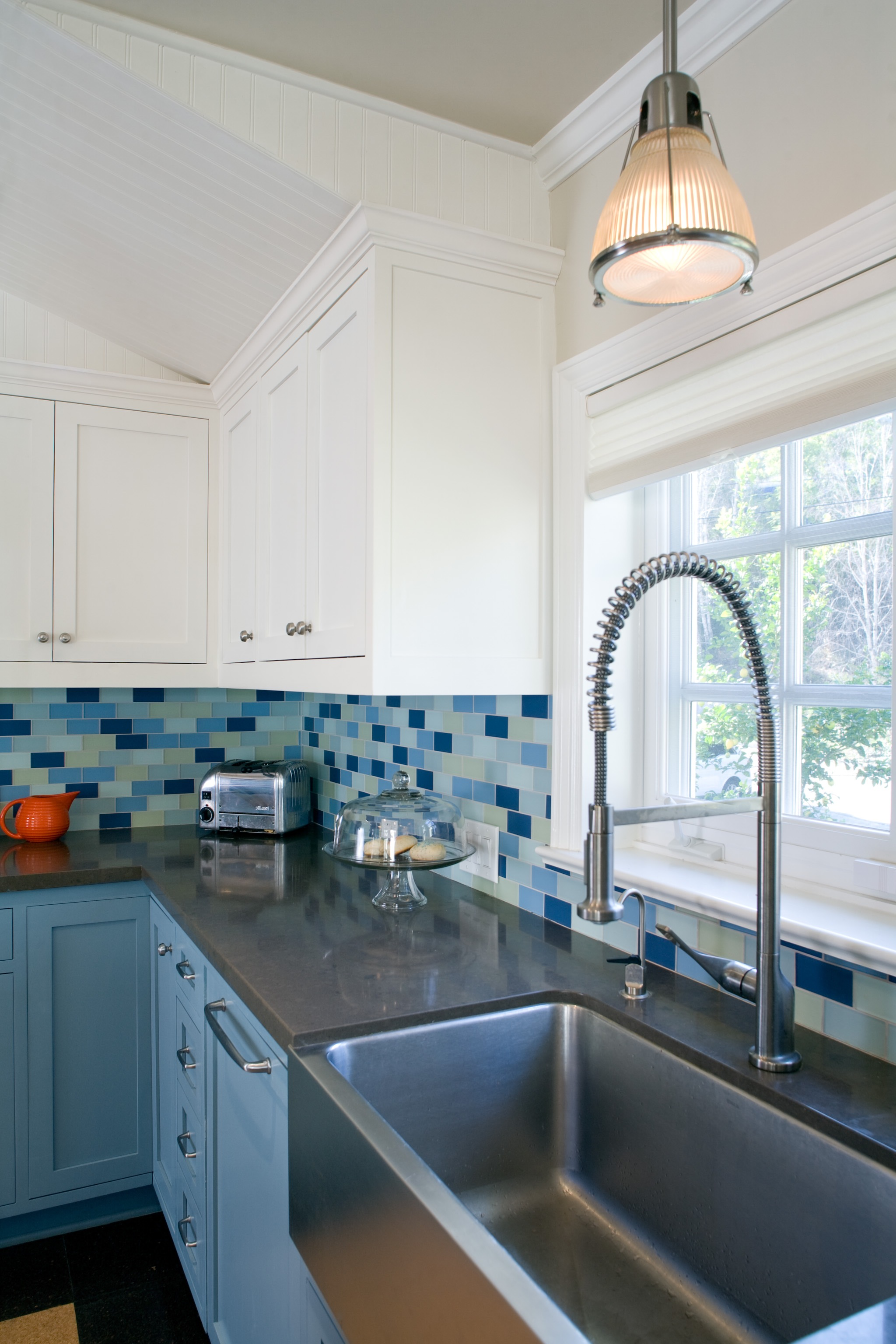 Blue And White Kitchen Cabinets Colour (Image 1 of 18)