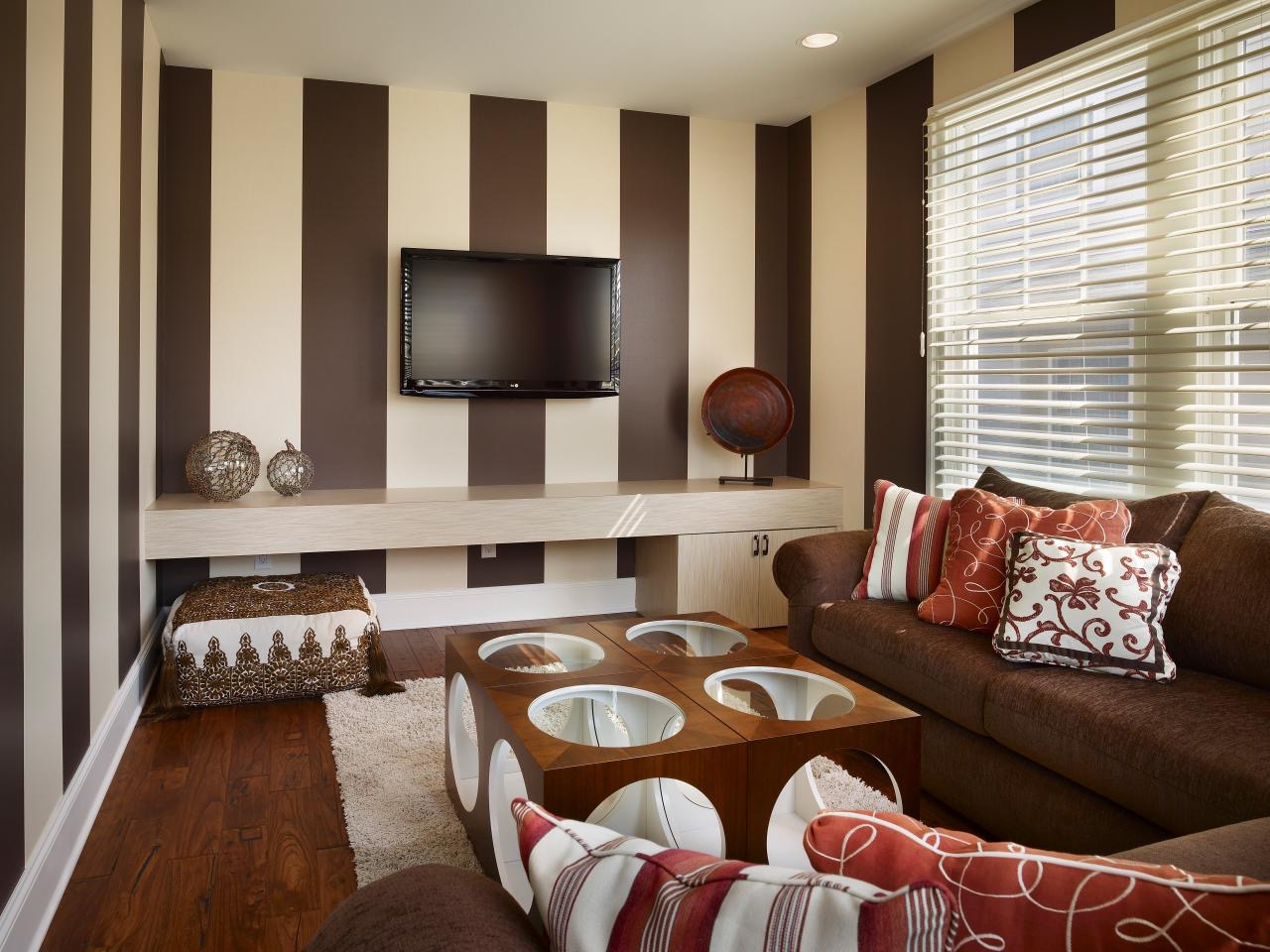 Brown And Cream Striped Color Palette For Apartment Modern Living Room (Image 4 of 20)