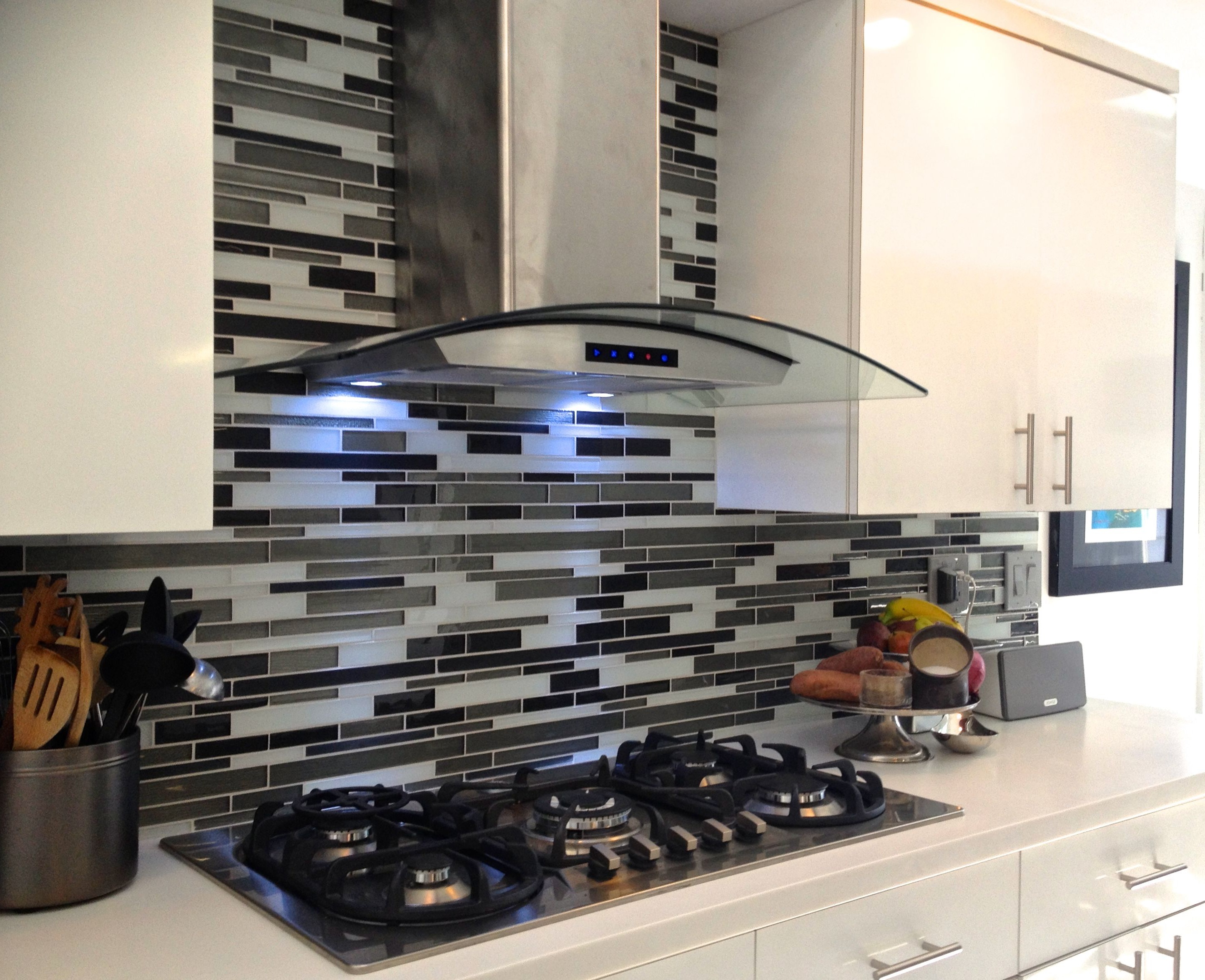 Contemporary Kitchen Glass Tile Backsplash (Image 4 of 32)