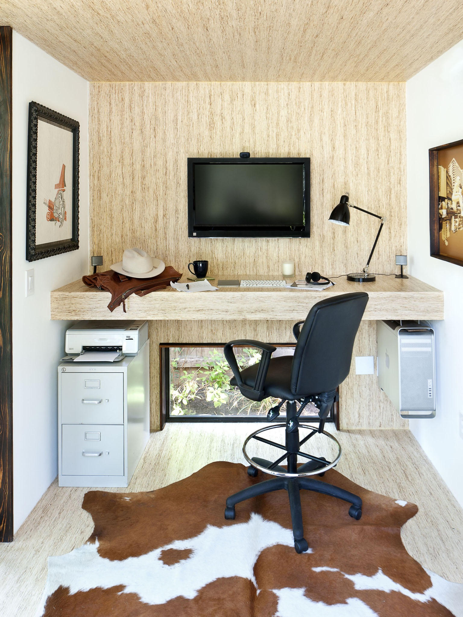Contemporary Minimalist Home Office For Small Interior (Image 12 of 50)
